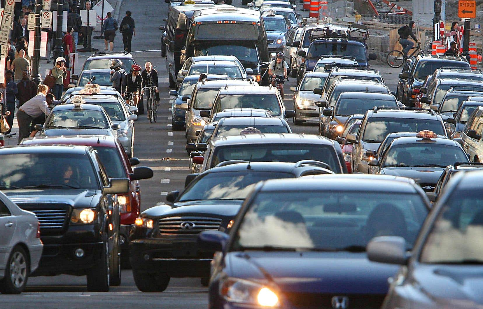 Les gaz à effet de serre produits par les transports ont augmenté de 21% entre 1990 et 2015 au Québec.