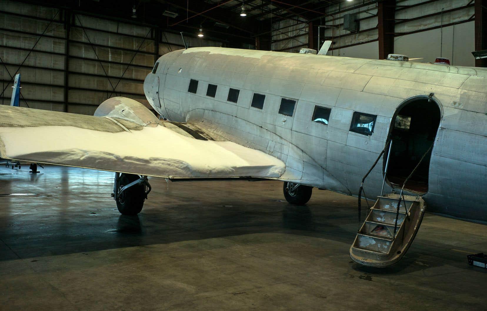 Un groupe de passionnés entend faire d'un vieil appareil Douglas DC-3 le cœur d'un futur petit musée de l'aviation près de l'aéroport de Saint-Hubert.