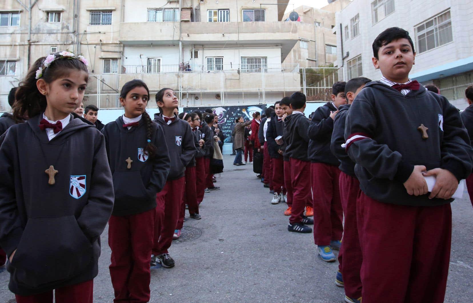 L'école de l'église latine de Marka, située dans l'est d'Amman, accueille environ 200 enfants chrétiens de la région de Mossoul, âgés de 6 à 14ans.