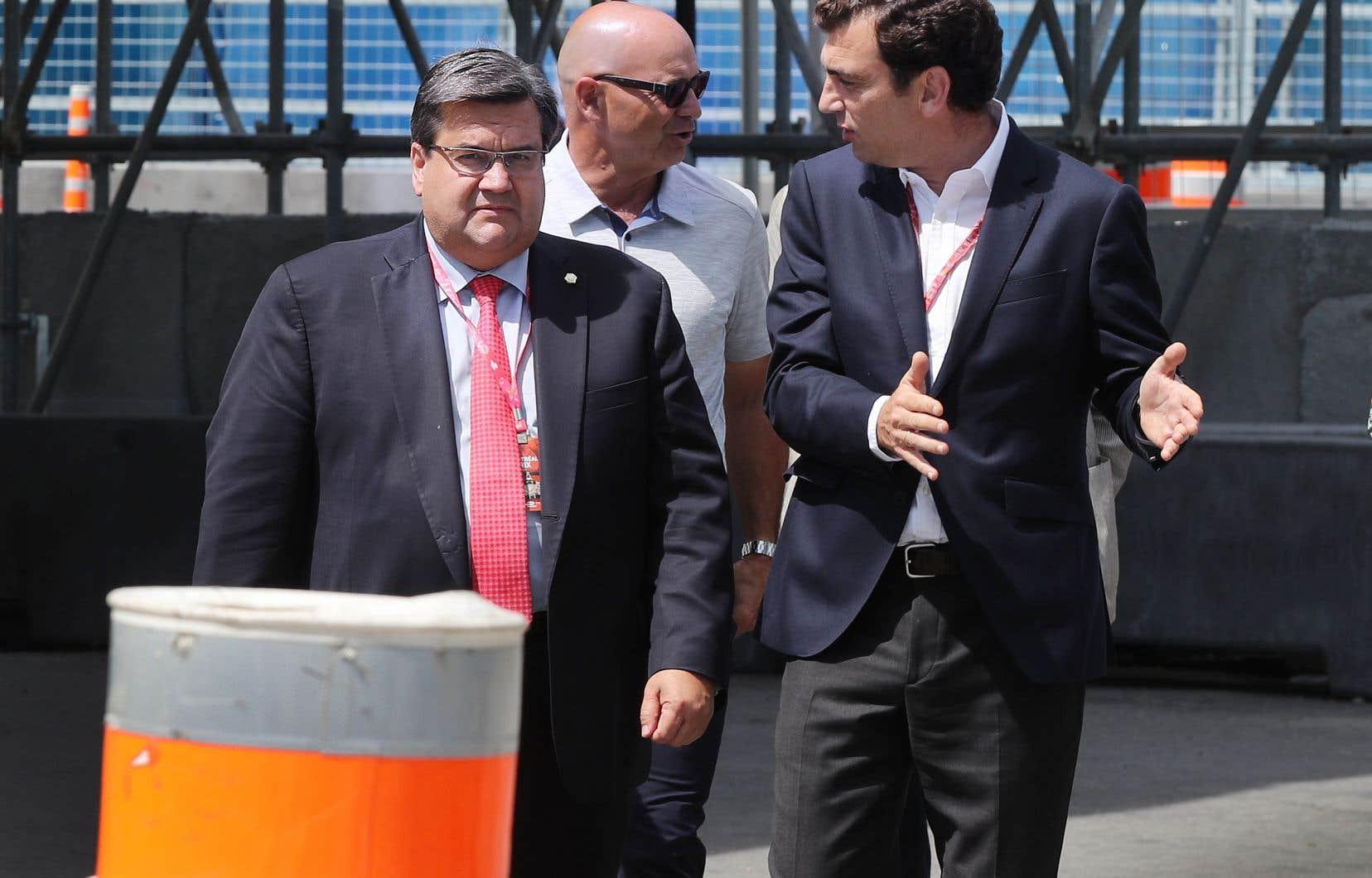 L'ex-maire de Montréal Denis Coderre et le promoteur de la Formule E Alejandro Agag lors d'une conférence de presse à Montréal, le 26 juillet dernier