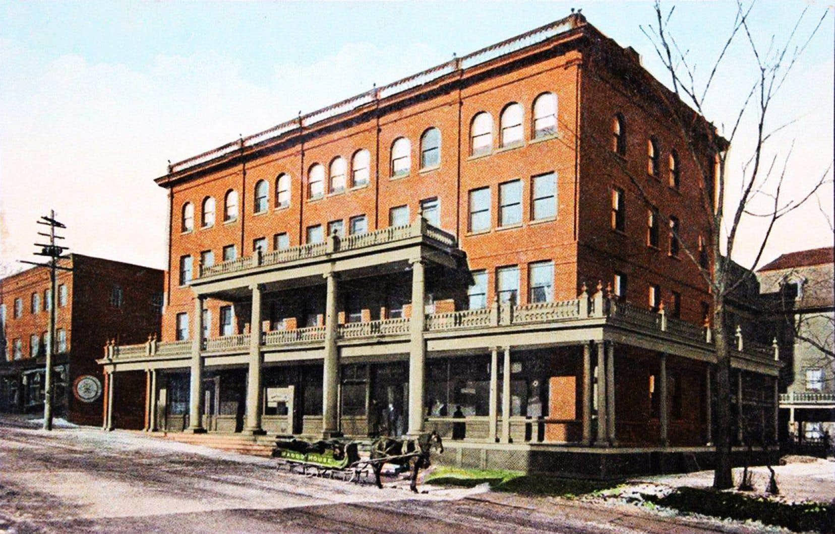 Construit en 1836, le Magog House a été détruit par les flammes dans la nuit de mercredi. Il a figuré sur une carte postale au début du XXesiècle.