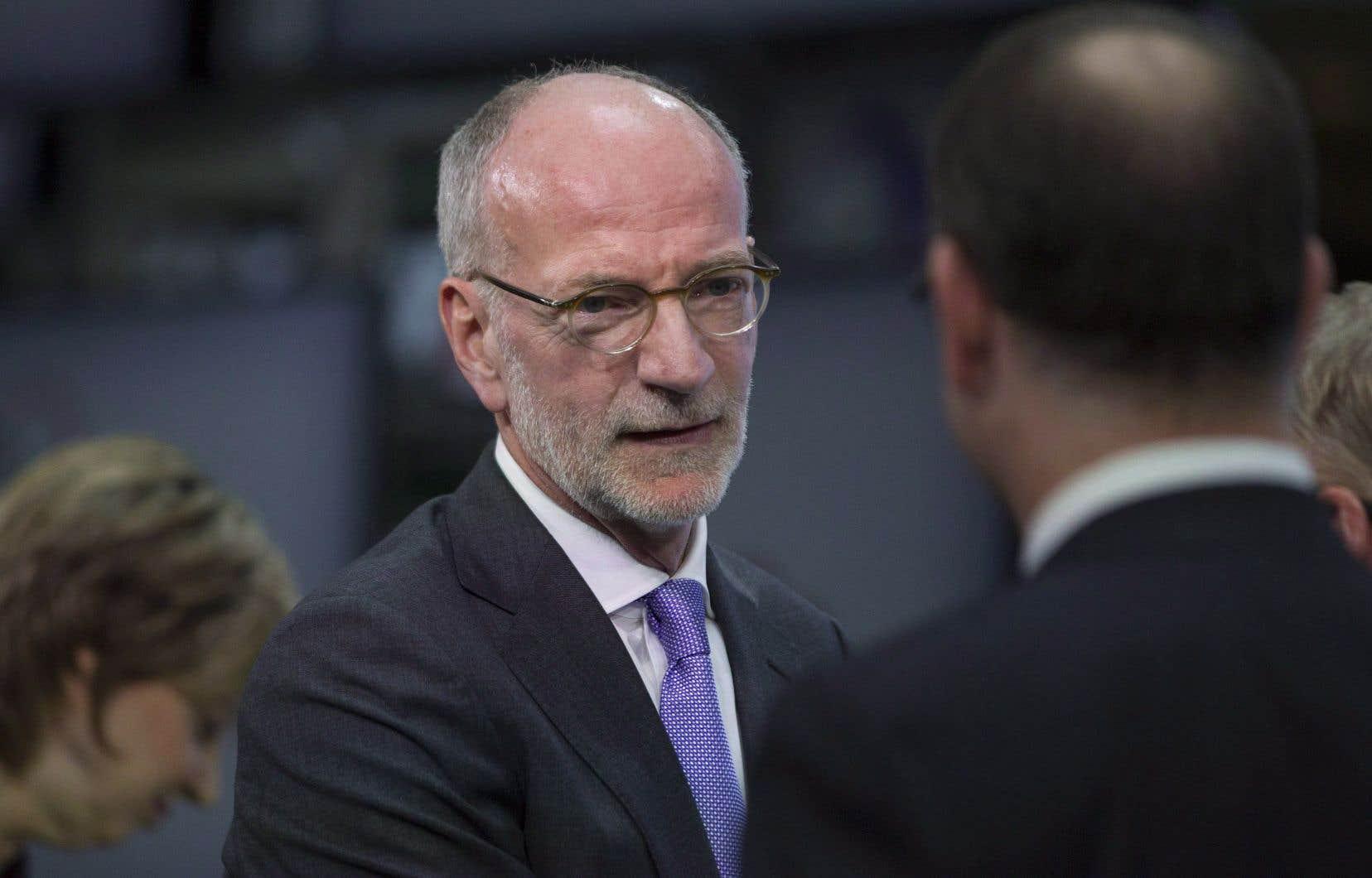 Le mandat de l'actuel président-directeur général de Radio-Canada, Hubert T. Lacroix, devait se terminer le 31 décembre.