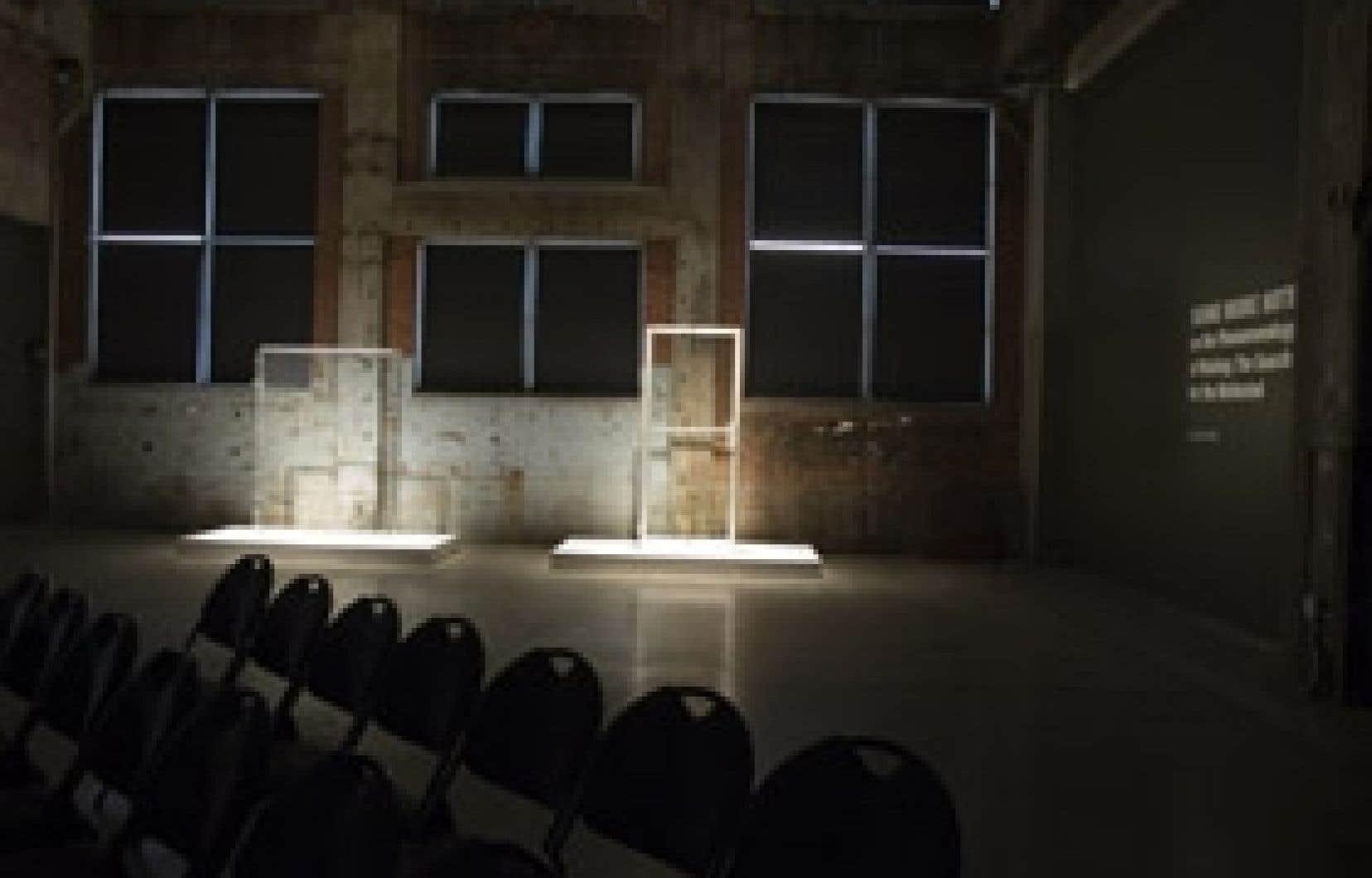 Une partie de l'installation de Klaus Scherübel, Some More Notes, à la Fonderie Darling