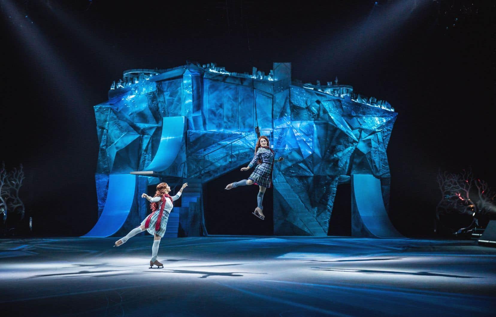Aux fins de ce spectacle, les patineurs professionnels ont dû apprivoiser des techniques de cirque et les circassiens ont dû apprendre à se déplacer sur patins.