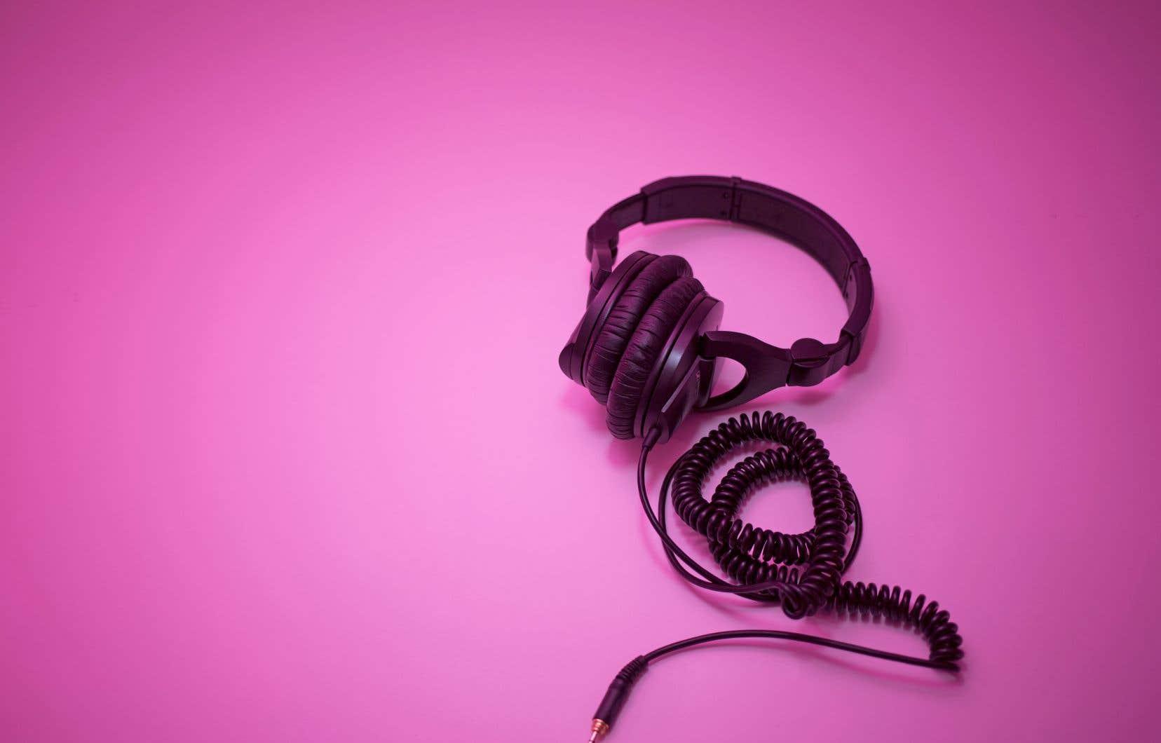 Spotify, Apple Music, Google Play et aussi YouTube offrent d'abondantes listes à leurs usagers.