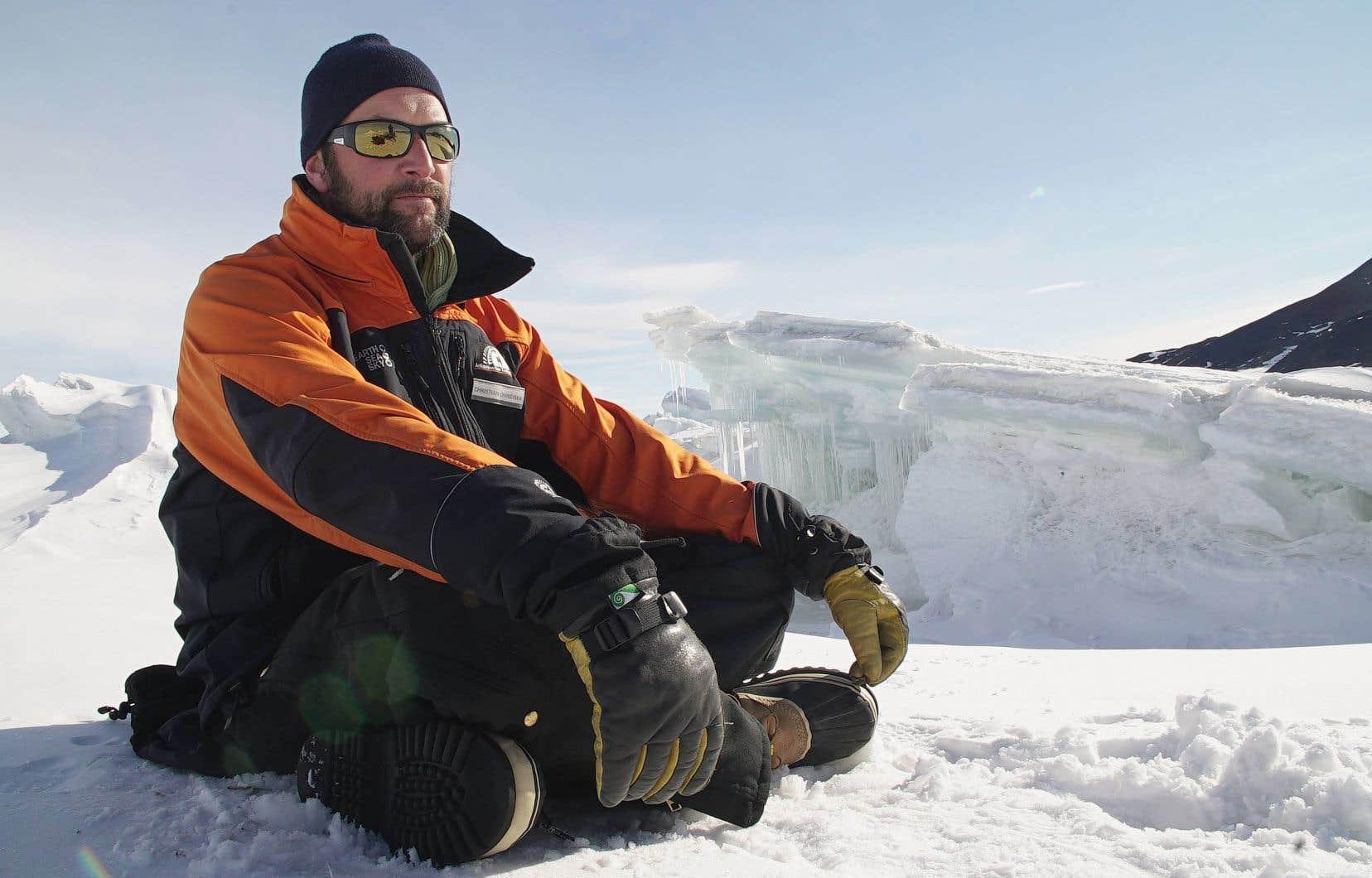 «Exploration glaciale» raconte la quête difficile des scientifiques en Antarctique.