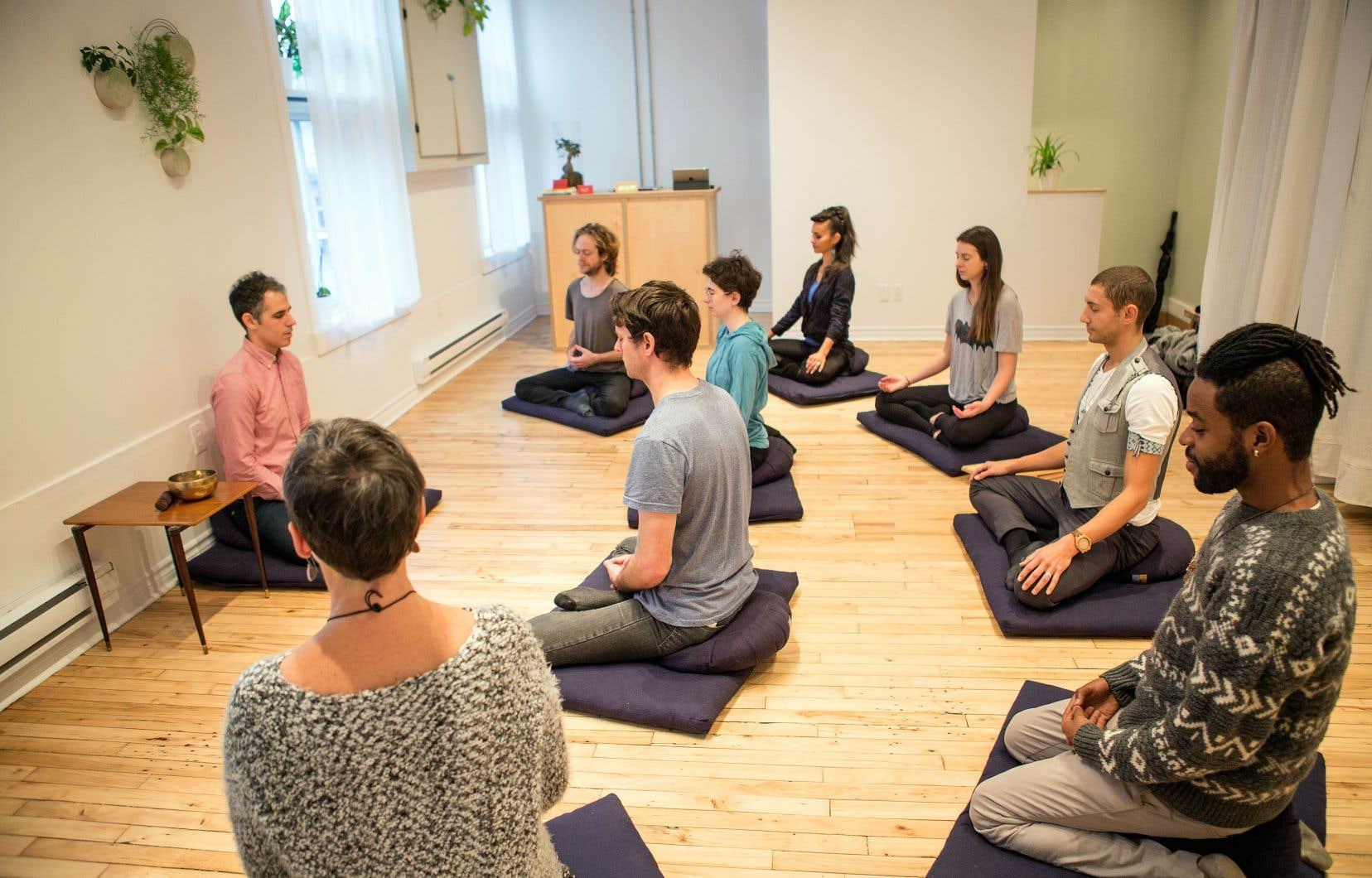 Presence Meditation, un studio situé dans le Mile End à Montréal, offre, avec réservation ou non, des séances de méditation guidées ou en silence, selon différentes approches.