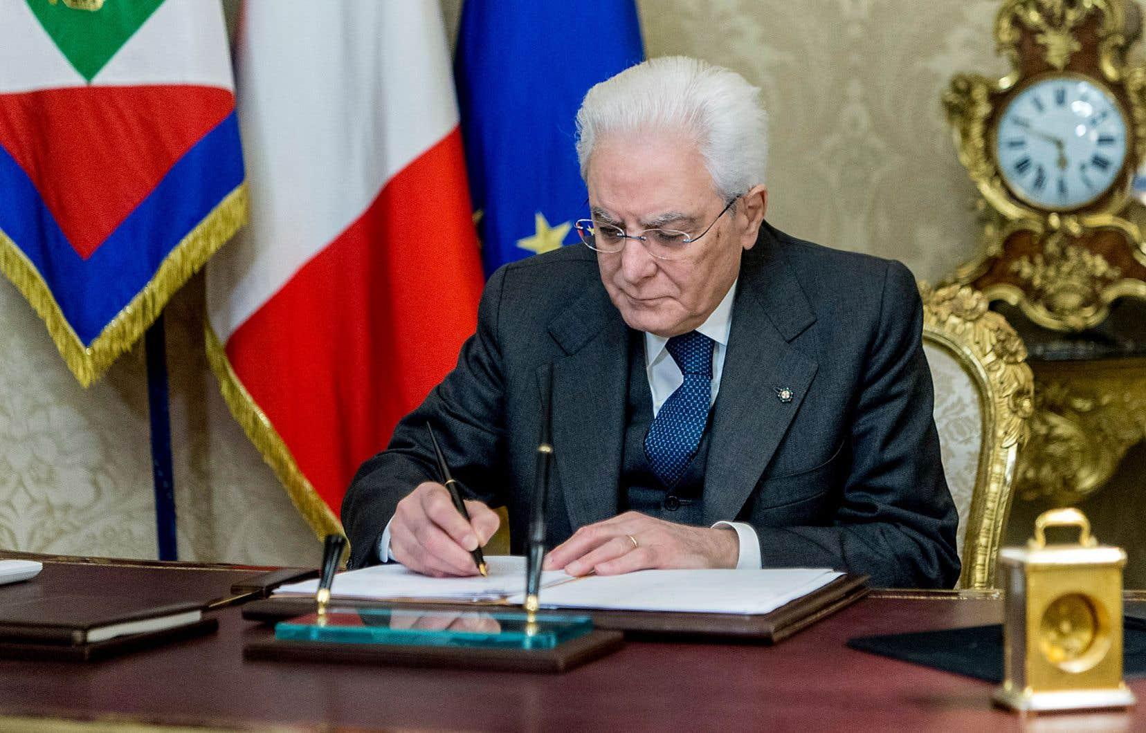 Le chef de l'État, Sergio Mattarella, a signé le décret de dissolution du Sénat et de la Chambre des députés jeudi.