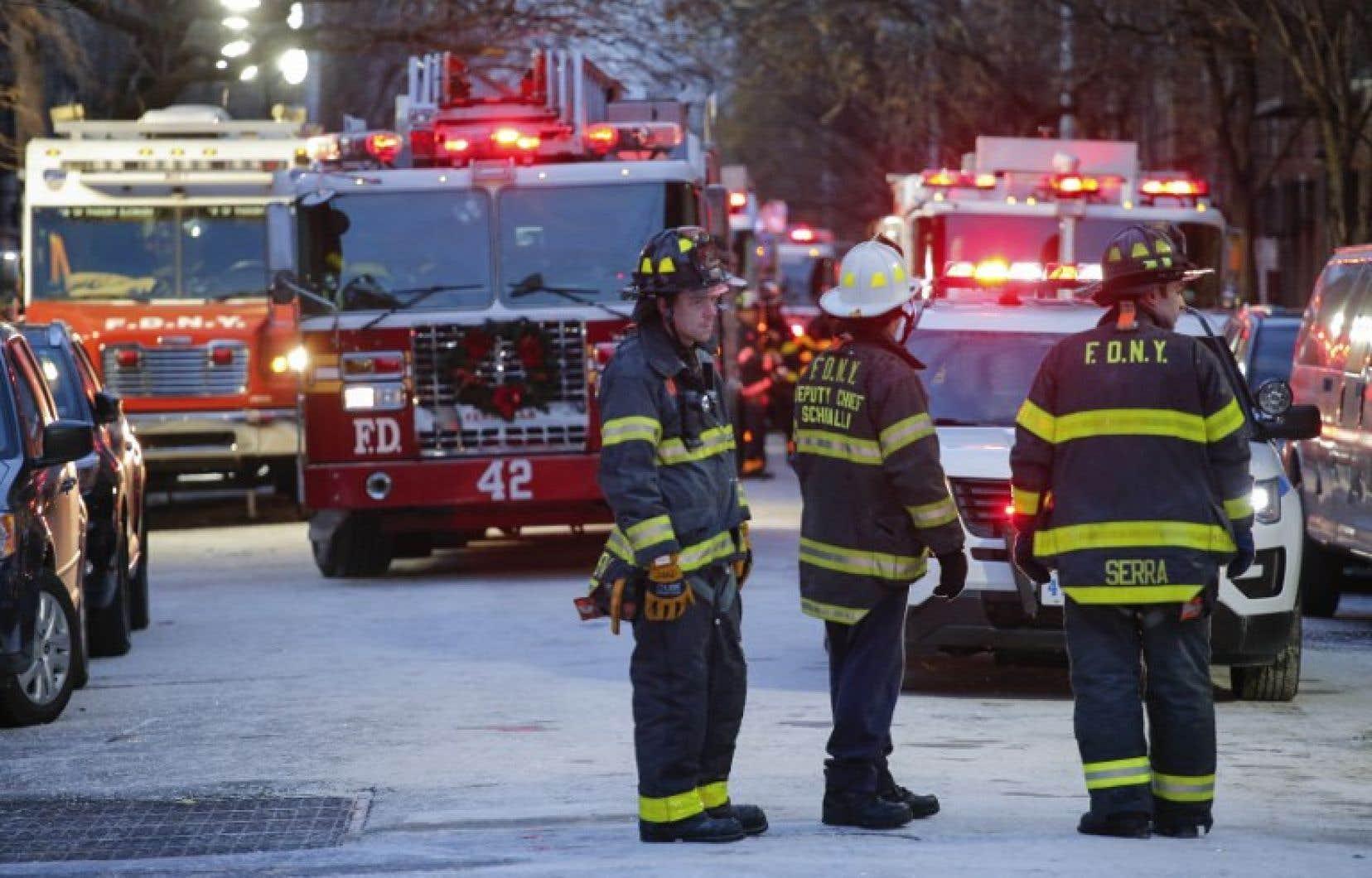 L'incendie a éclaté au rez-de-chaussée d'un immeuble de briques de quatre étages, comme il y en a des centaines à New York.