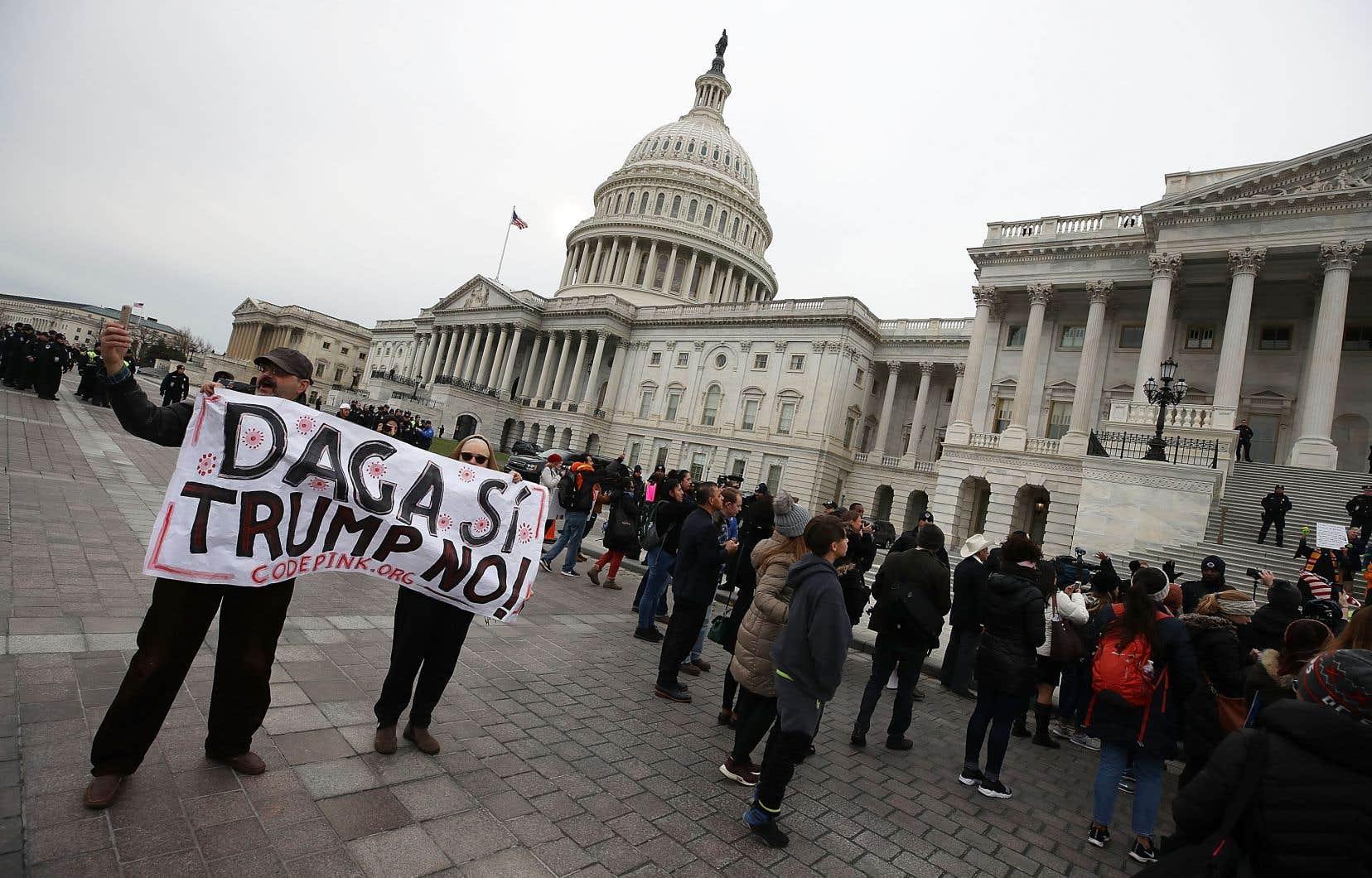 Des «Dreamers» manifestent devant le Capitole pour défendre le programme d'action différée pour les arrivées d'enfants (DACA), le 6 décembre dernier.