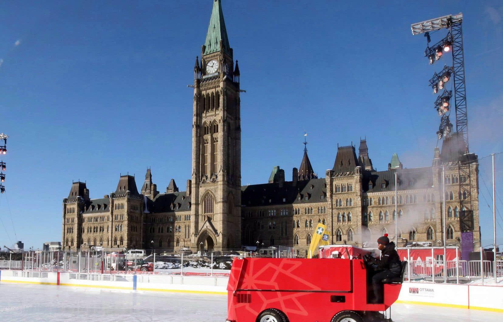 À Ottawa, où il faisait -19 degrés Celsius à la mi-journée vendredi, les autorités ont annoncé l'annulation d'une partie des festivités.