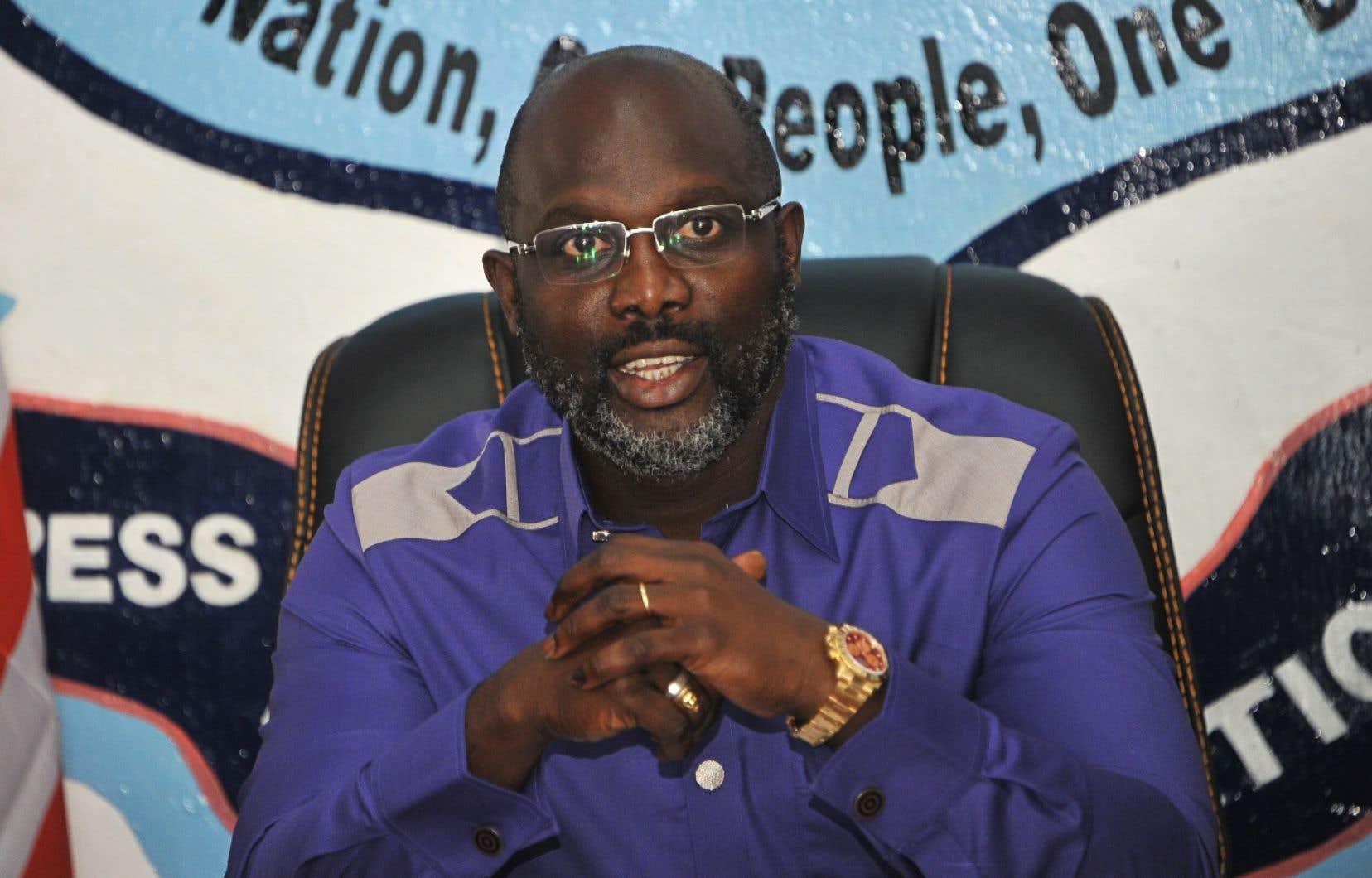 Weah, dont les discours de campagne associaient «espoir» et «unité», a raflé 14 des 15 comtés du pays, ne laissant la victoire à Joseph Boakai que dans son fief de Lofa.