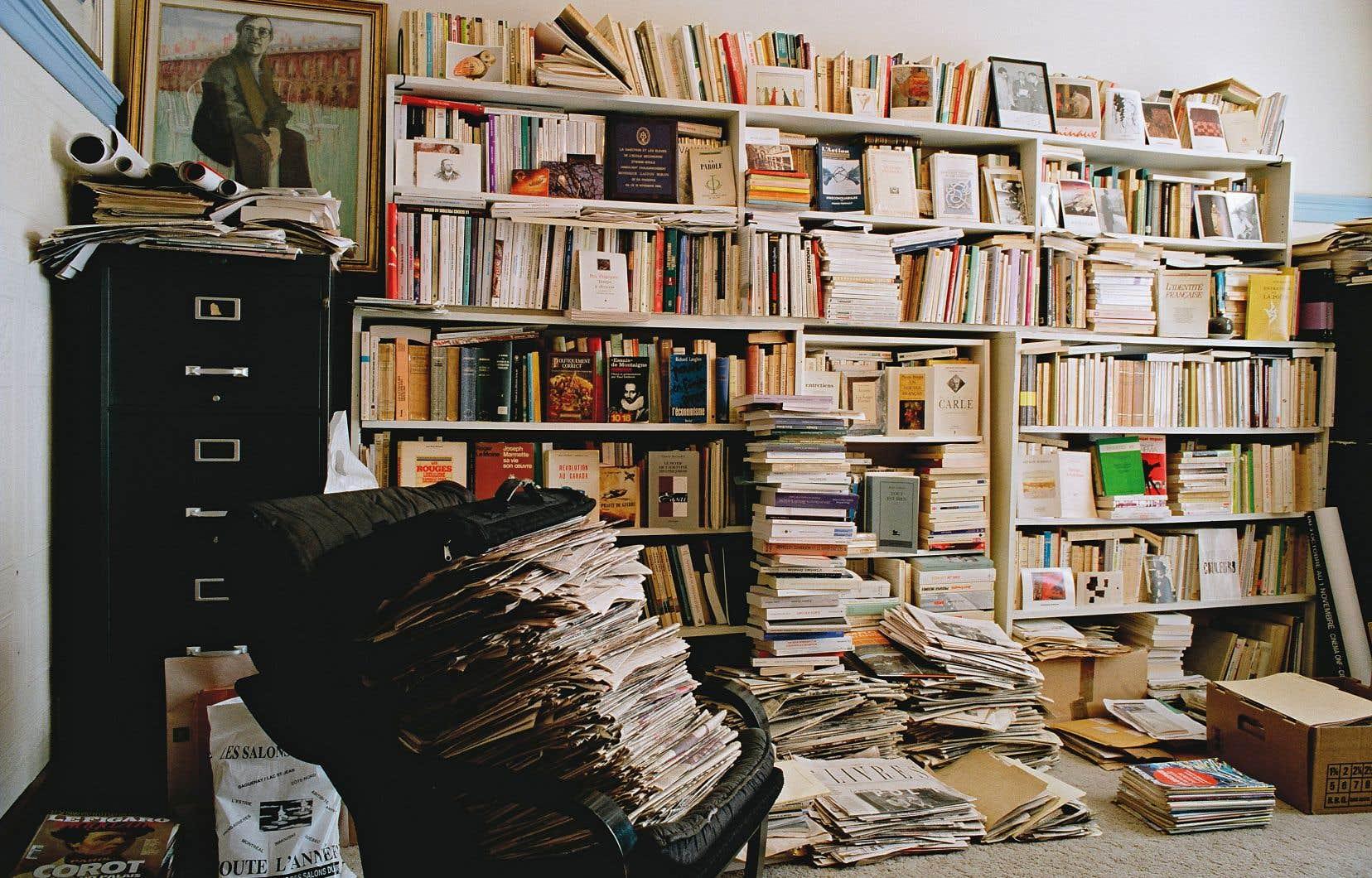 La bibliothèque du bureau personnel de Gaston Miron, sur la rue Saint-Joseph à Montréal, telle qu'elle se trouvait au moment du décès du poète-militant en décembre 1996.