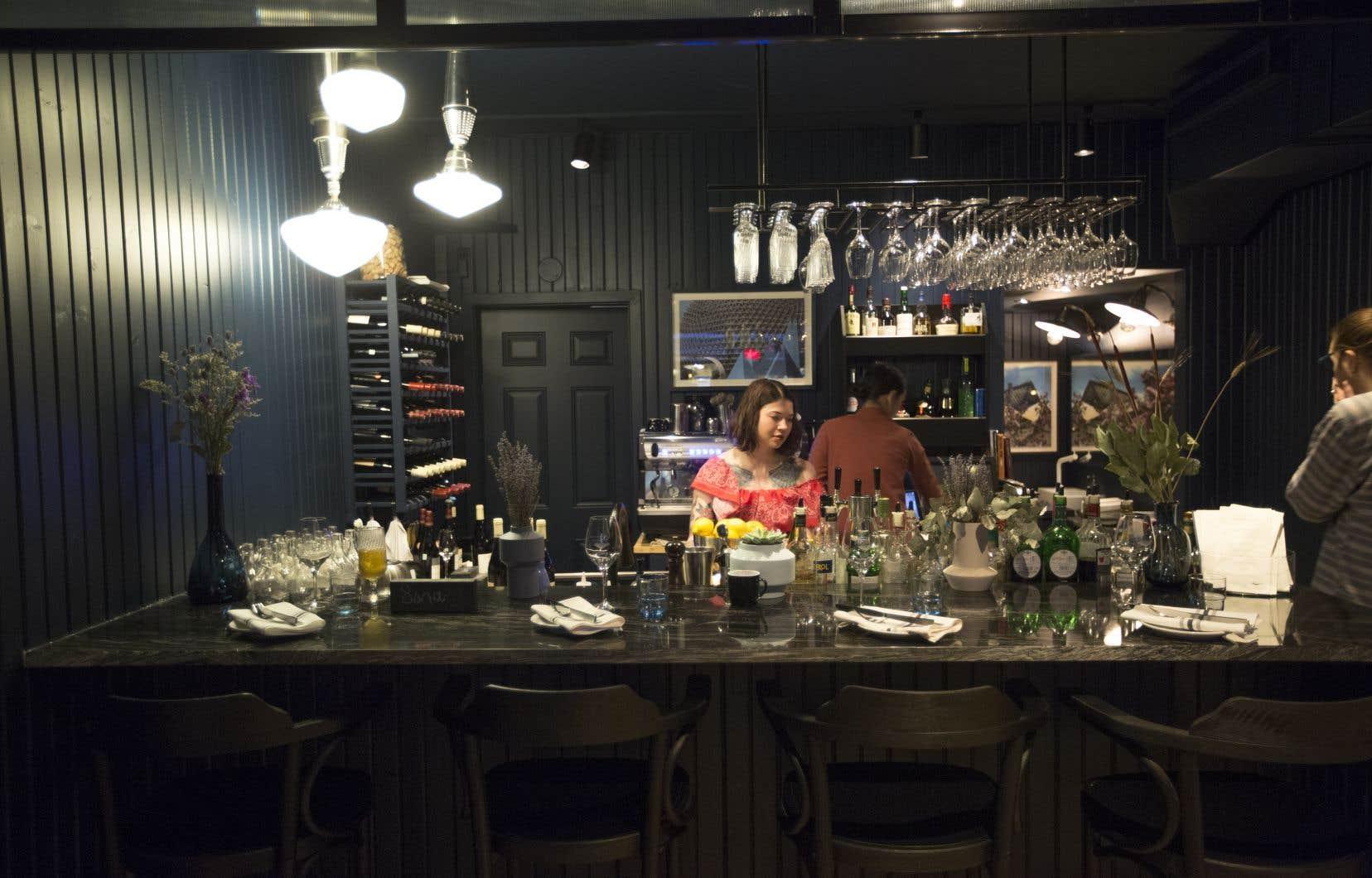La maison fonctionne sur le principe d'un menu dégustation offert au choix en trois, cinq ou sept services.