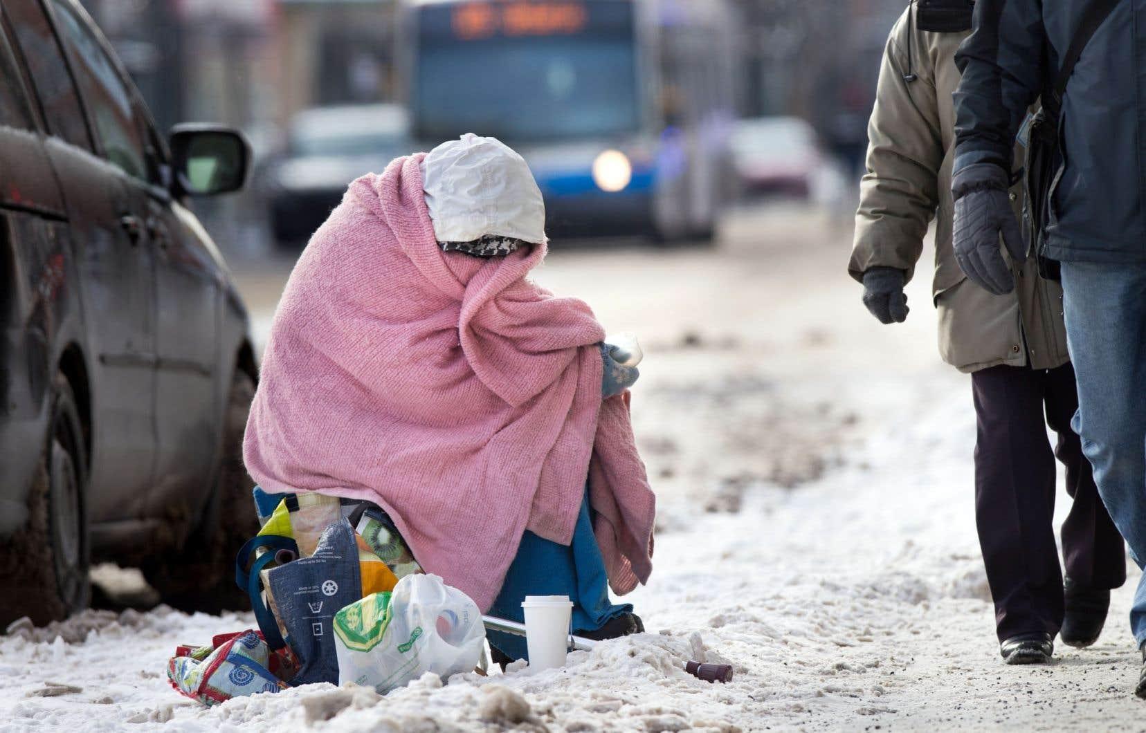 Vague d'effroi témoigne de la vie des sans-abri compliquée par la saison froide.