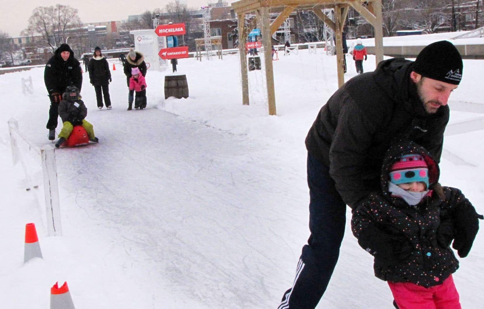 Le Village d'hiver V est ouvert jusqu'au 25mars. L'anneau de glace est réfrigéré, alors le patinage sera possible même quand le temps s'adoucira.