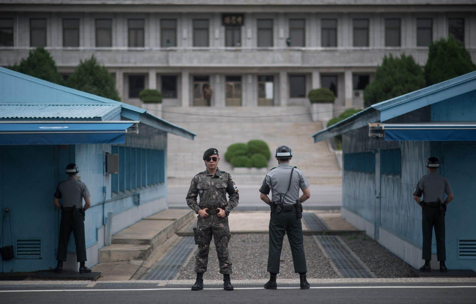 La rencontre aura lieu à Panmunjom, village frontalier où fut signé le cessez-le-feu de la guerre de Corée (1950-1953).