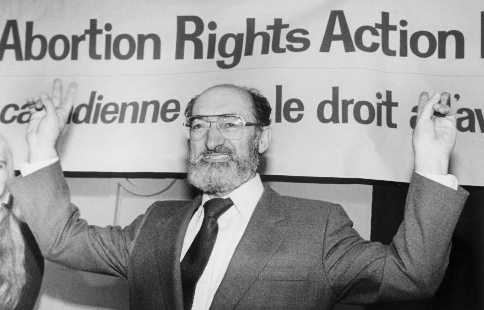 Le 28janvier 1988, Henry Morgentaler célébrait la décision de la Cour suprême d'invalider une loi criminalisant l'avortement au Canada.