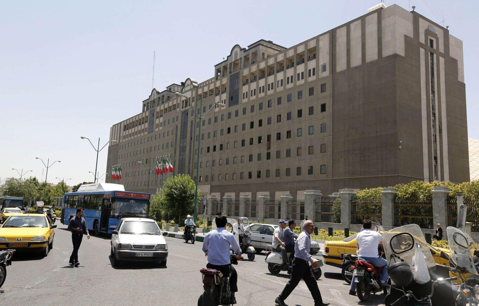 La question des restrictions imposées à Telegram, réseau social le plus populaire en Iran, pendant les troubles a été abordée.