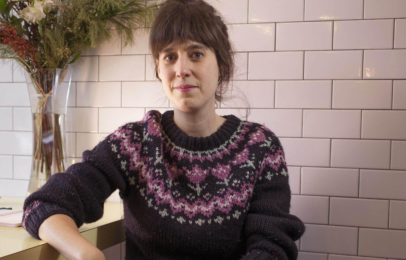 Travailleuse autonome, la dramaturge Sarah Berthiaumeentretient un rapport amour-haine avec le travail.