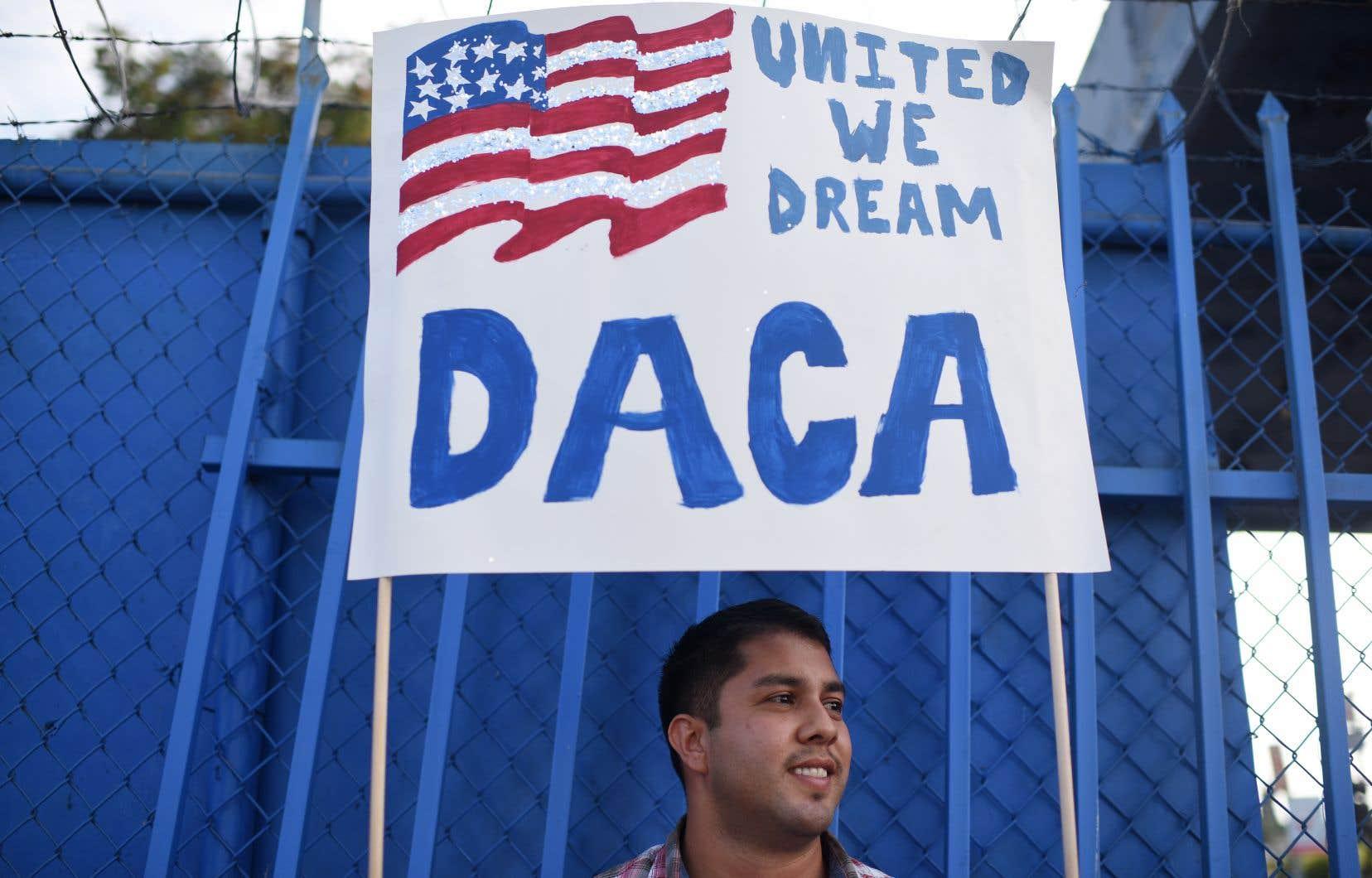 Le programme DACA permet à des jeunes sans-papiers arrivés aux États-Unis alors qu'ils étaient mineurs de travailler et étudier légalement.