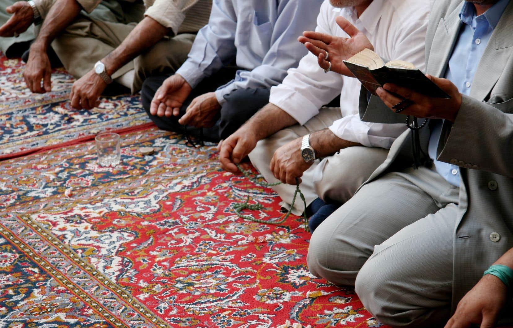 Dans son jugement, le juge a statué que des prières peuvent avoir lieu à l'occasion dans un lieu sans que celui-ci soit considéré comme une mosquée, une église ou une synagogue à proprement parler.
