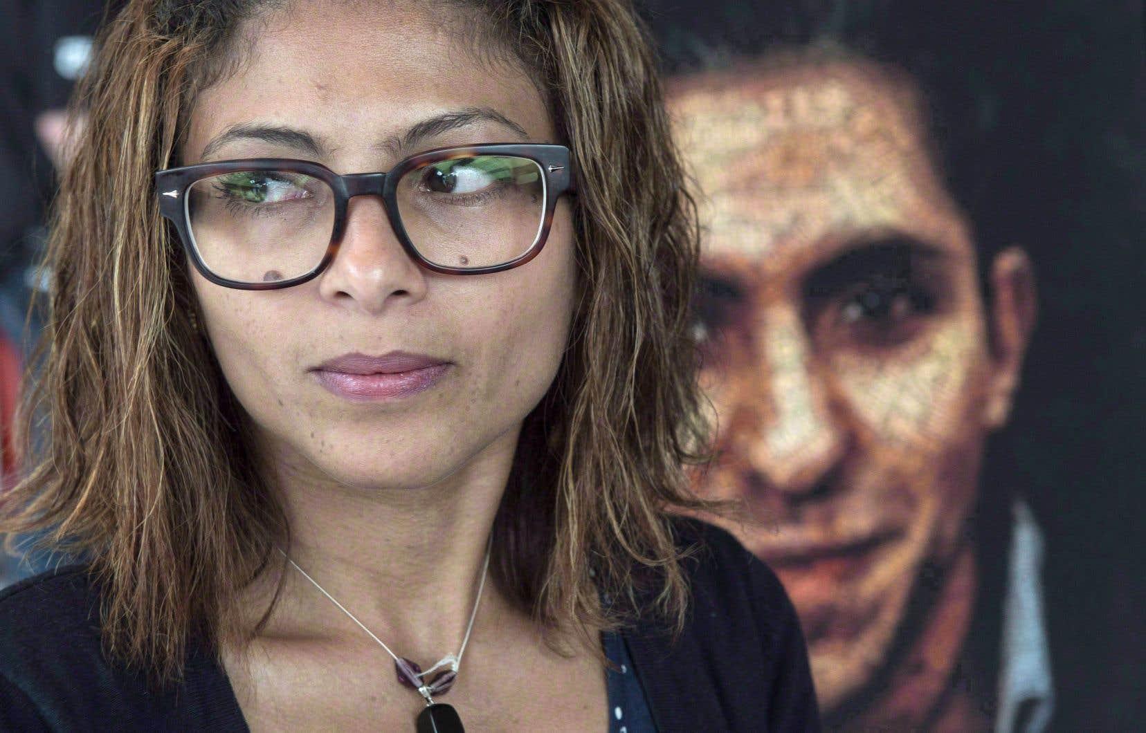 Ensaf Haidar, qui vit à Sherbrooke après avoir obtenu le droit d'asile au Canada, parle régulièrement à son mari : elle appelle à la prison deux ou trois fois par semaine.