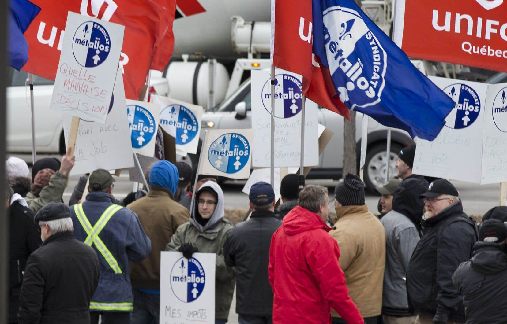 Jeudi matin, 1030 travailleurs, membres du Syndicat des Métallos affilié à la FTQ, ont été mis en lockout par la direction de l'aluminerie.
