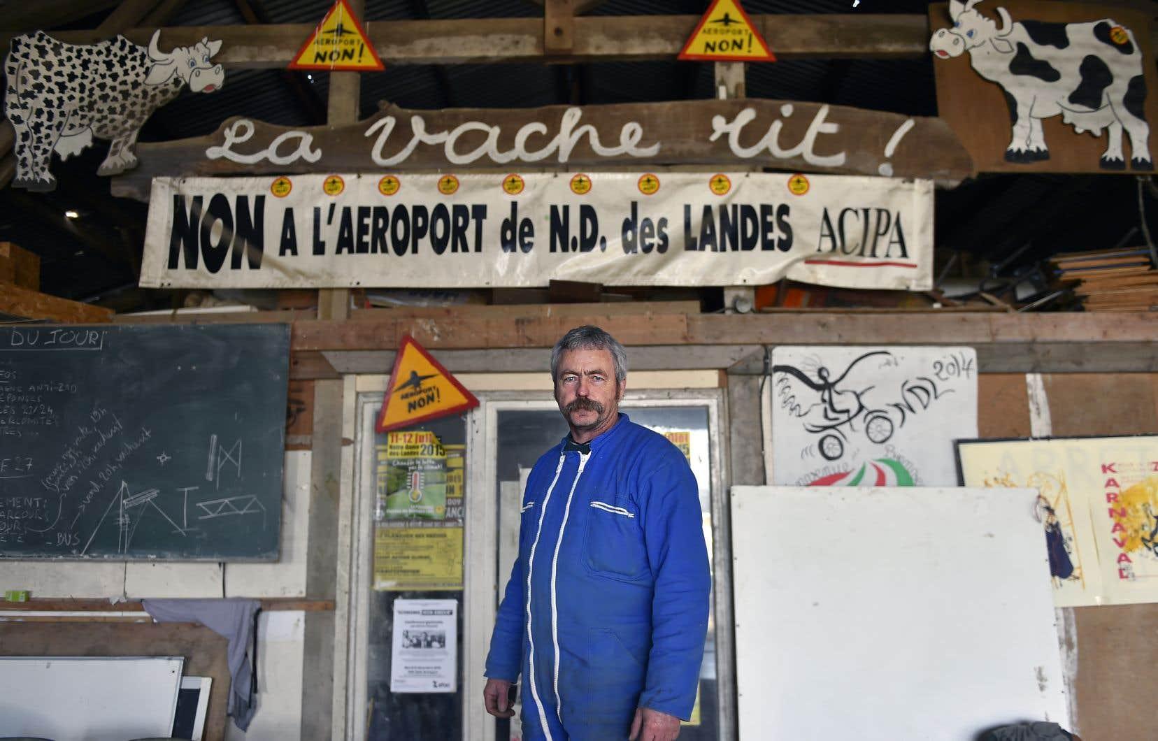 Sylvain Fresneau, 56ans, fait partie des cinq derniers agriculteurs qui ont refusé d'obtempérer aux ordres d'expulsion de la multinationale Vinci, à qui l'aéroport a été donné en concession.