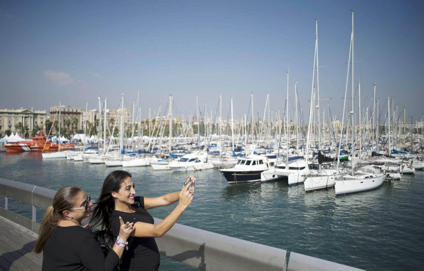 L'Europe est le continent qui a le plus attiré les visiteurs en 2017. Sur la photo, des touristes à la marina de Barcelone.