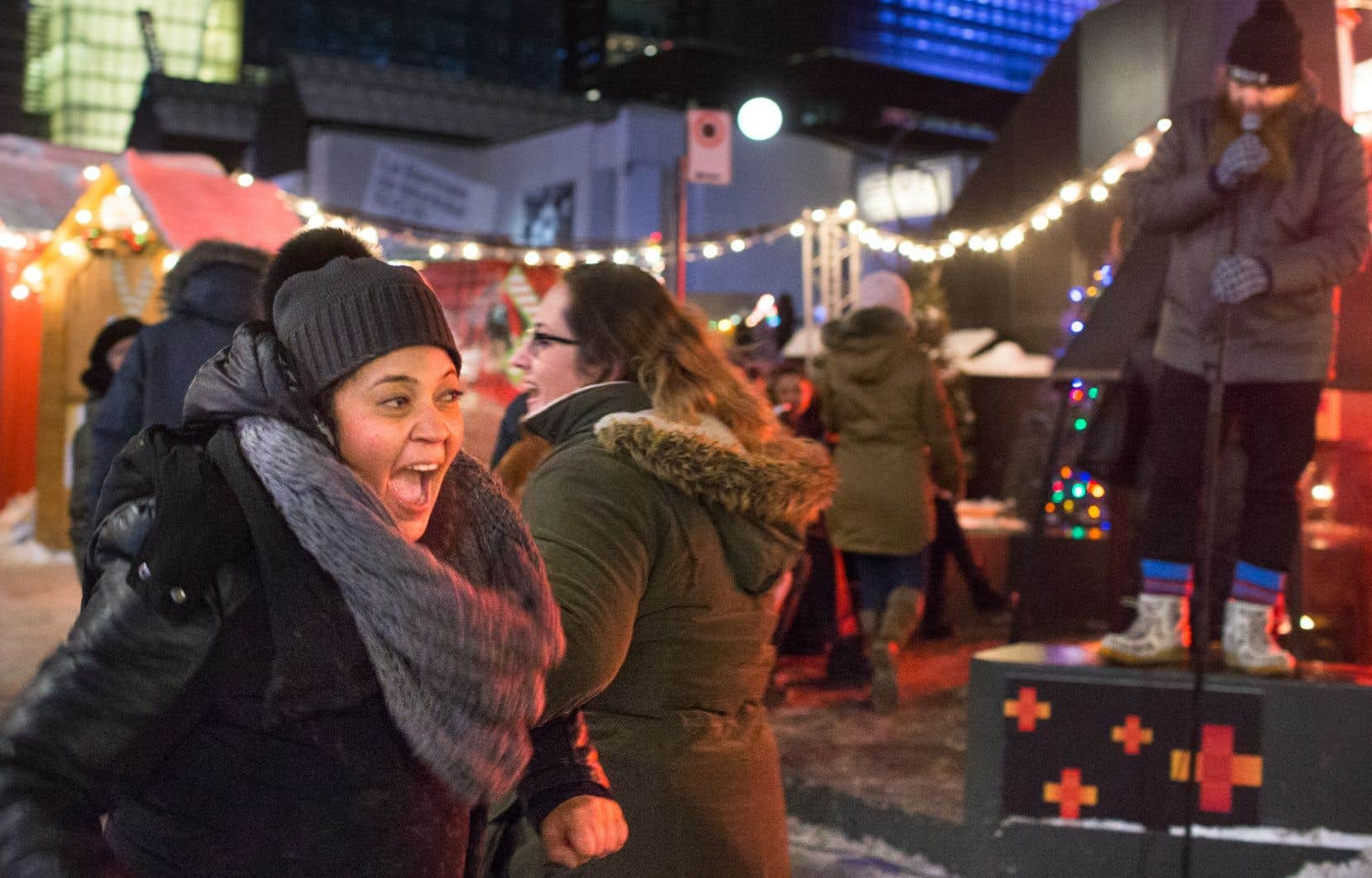 Danse folklorique au Grand marché de Noël à la Place des Arts à Montréal.