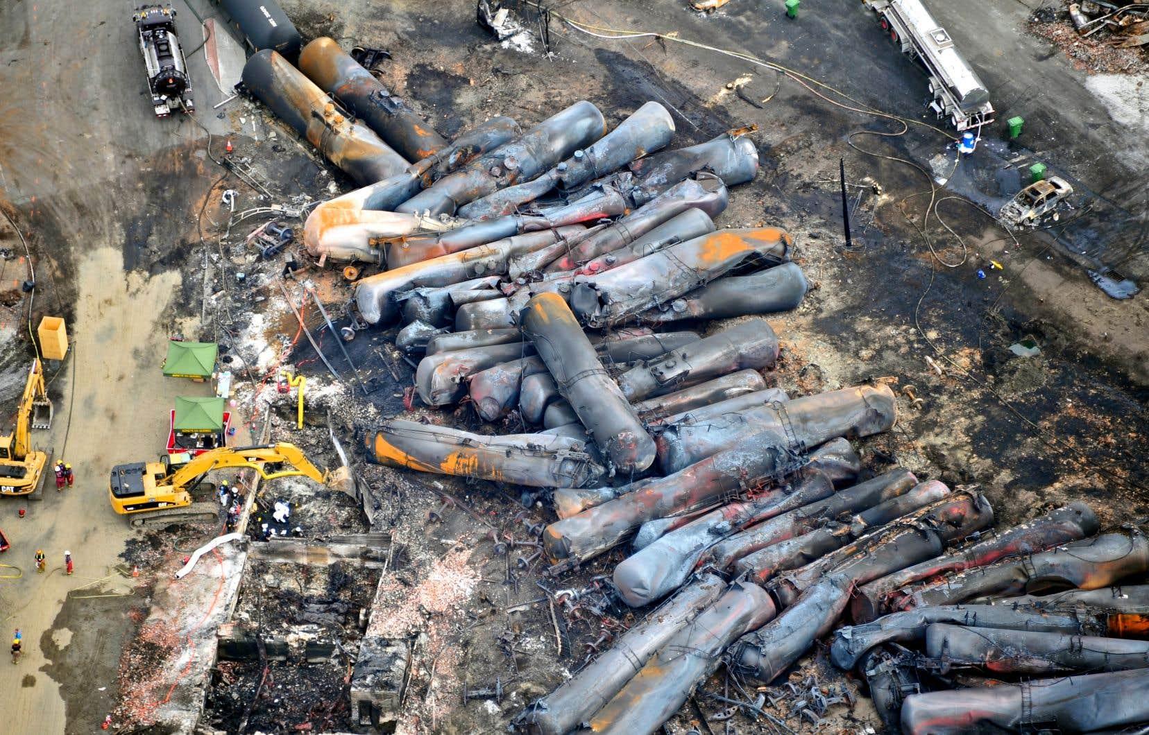 Dans la nuit du 6 juillet 2013, un train rempli de pétrole déraillait et explosait dans le centre-ville de Lac-Mégantic, tuant 47 personnes.