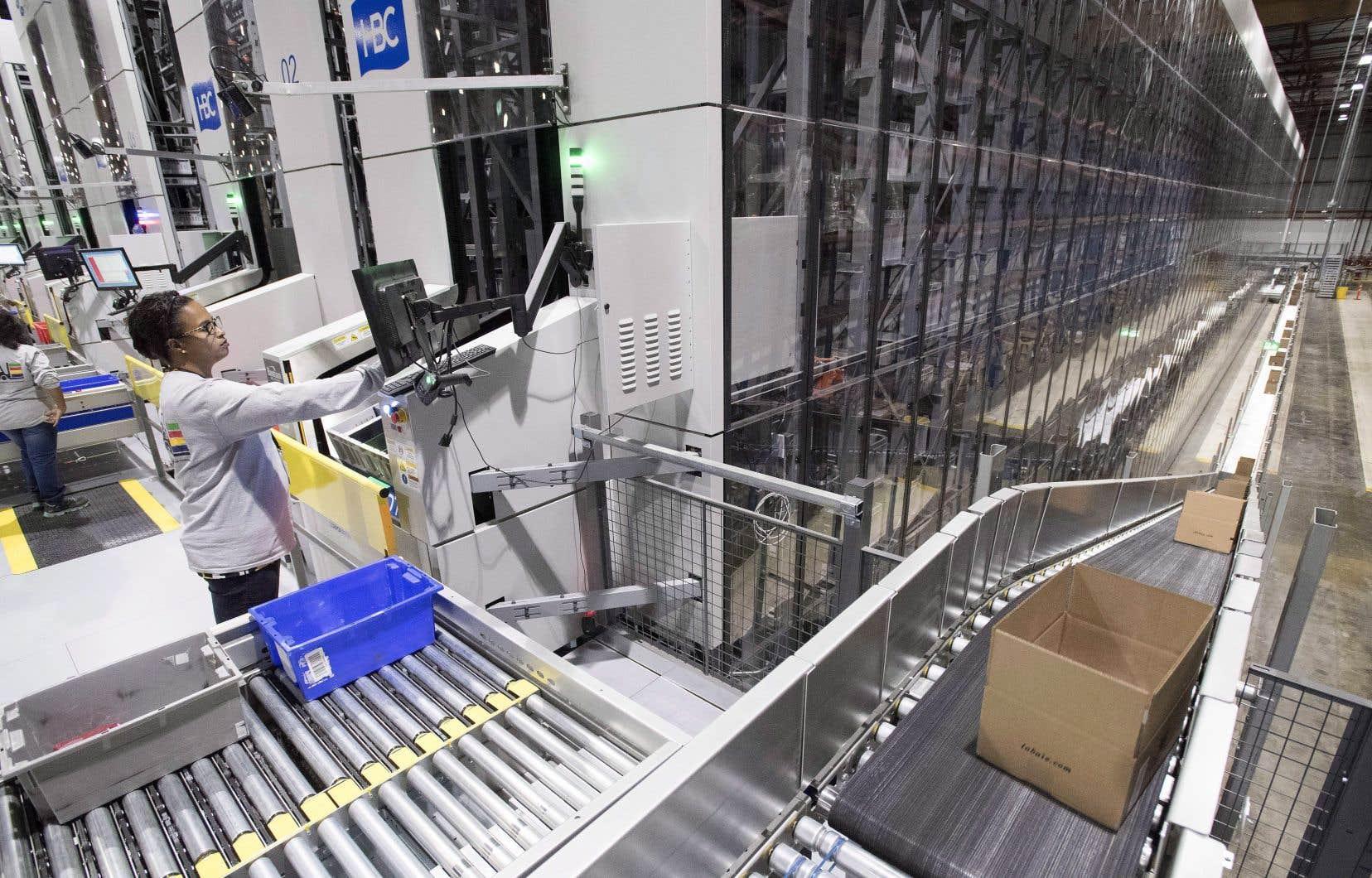 HBC a implanté un système de traitement des commandes robotisé à Toronto en novembre 2016.