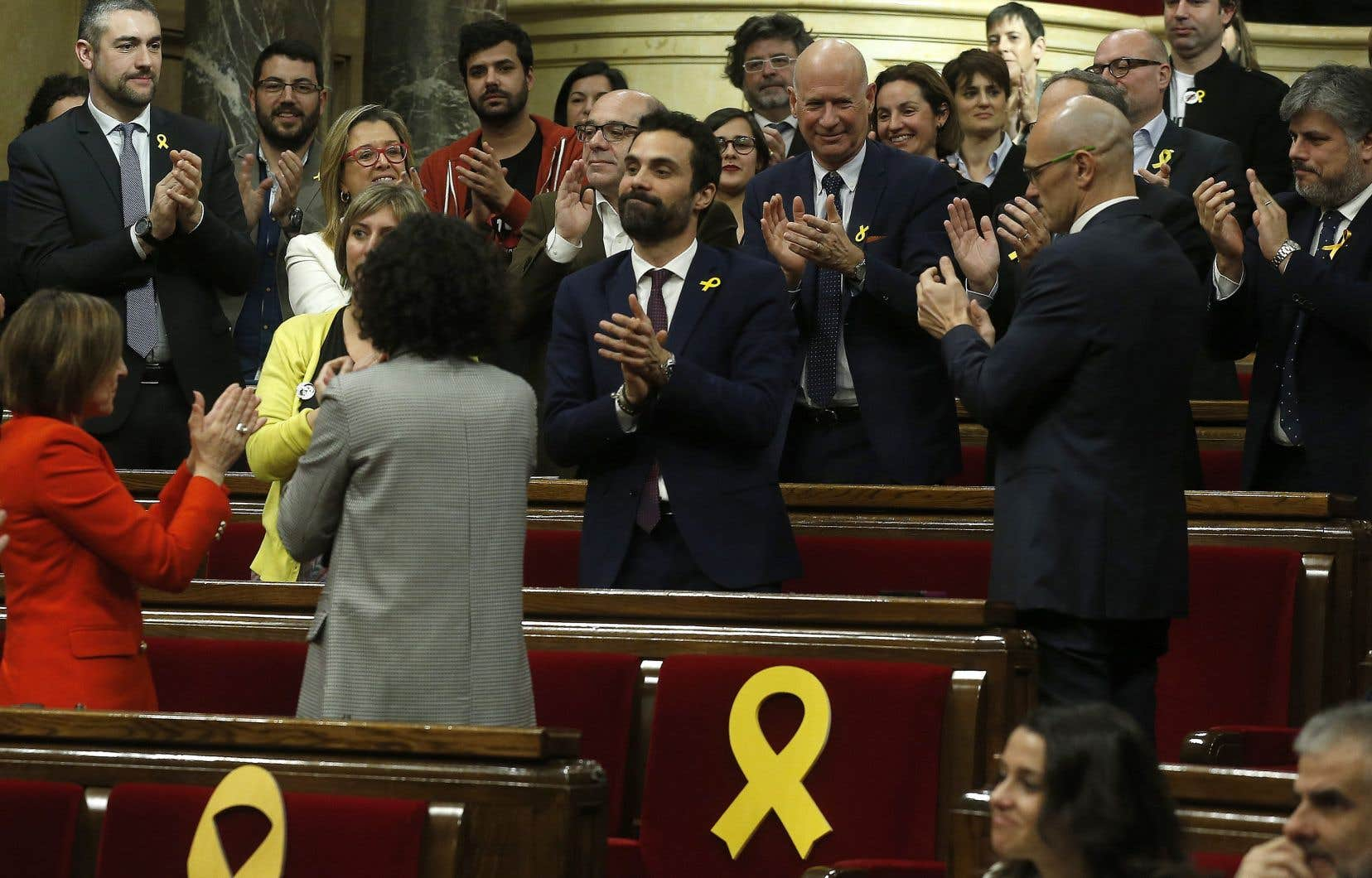 Roger Torrent (au centre), élu de la Gauche républicaine de Catalogne, arbitrera les houleuses sessions parlementaires à venir.