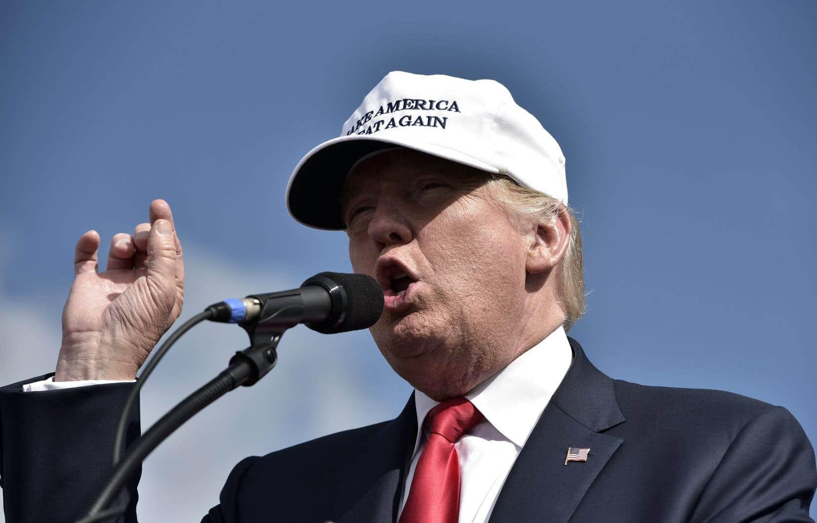 «Ce qui est plus dramatique aujourd'hui, c'est que les États-Unis exercent une direction politique, technologique et culturelle incompatible avec l'isolationnisme, le protectionnisme et la xénophobie», selon l'auteur.