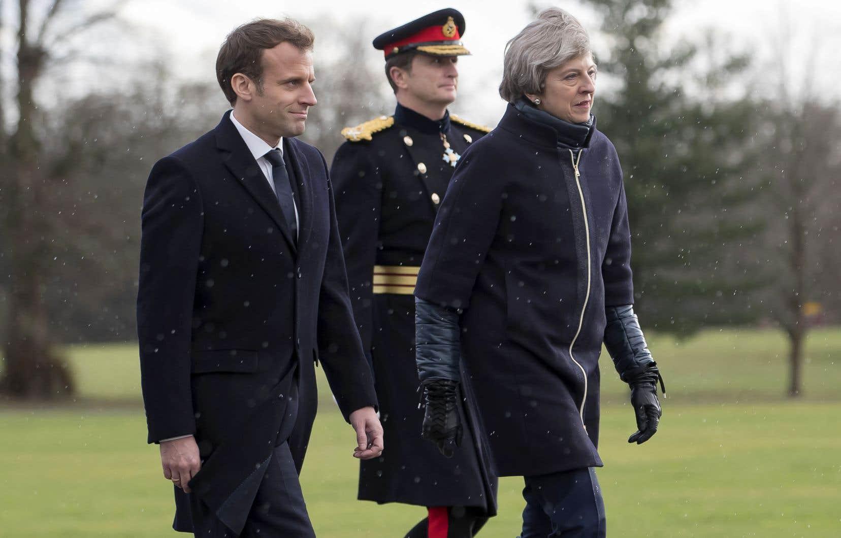 Le président français, Emmanuel Macron, aux côtés de la première ministre britannique, Theresa May, jeudi