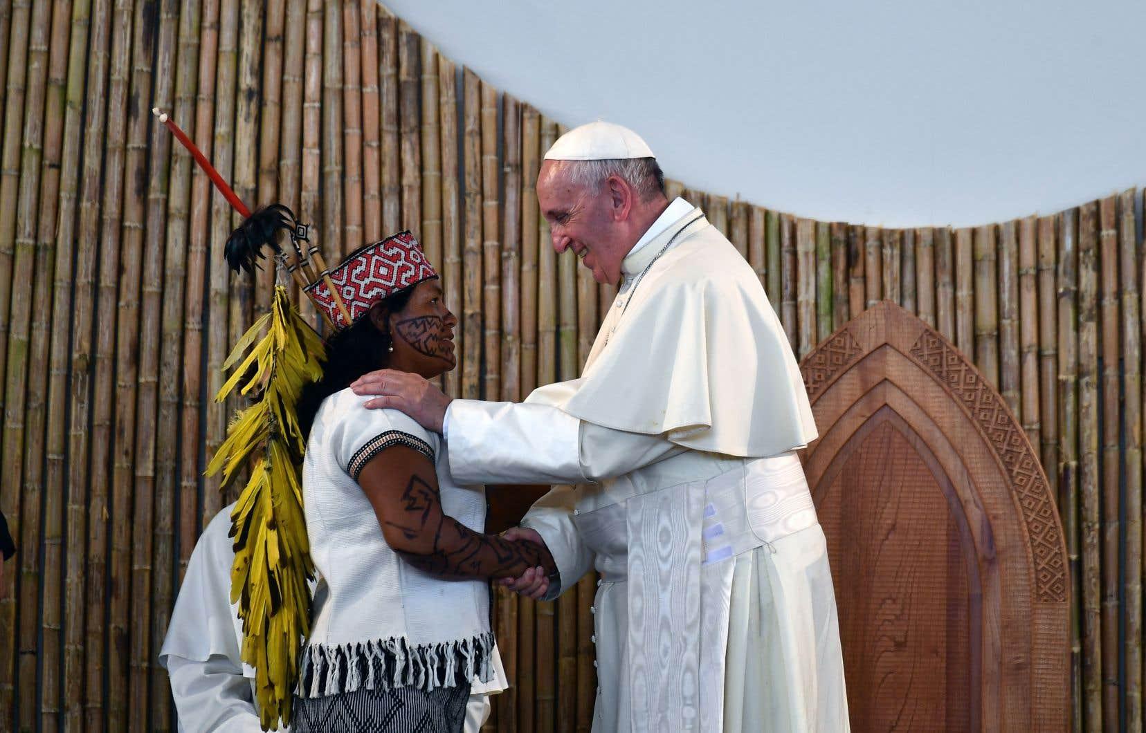Après avoir écouté les discours de plusieurs indigènes racontant les menaces pesant sur leurs terres, le pape François a pris la parole pour dénoncer les violences dont ces derniers sont victimes.