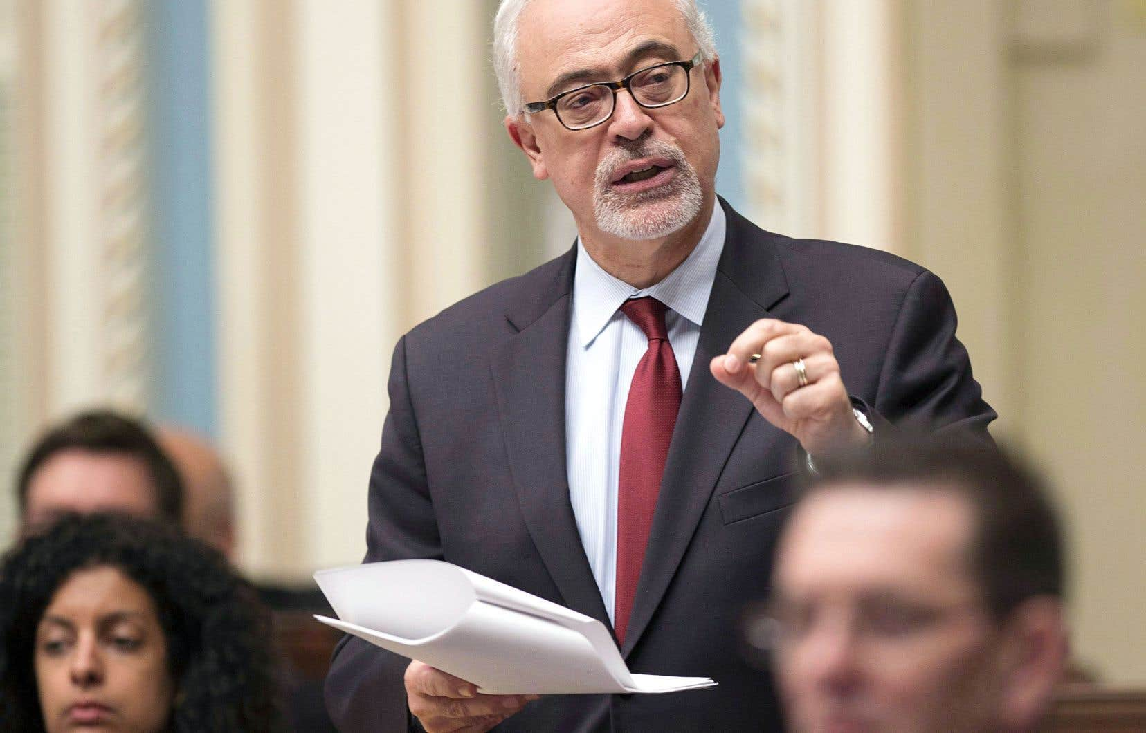 Le projet de loi, dont les 741articles sur 488pages modifient une soixantaine de lois, a été déposé par le ministre des Finances Carlos Leitão en octobre.