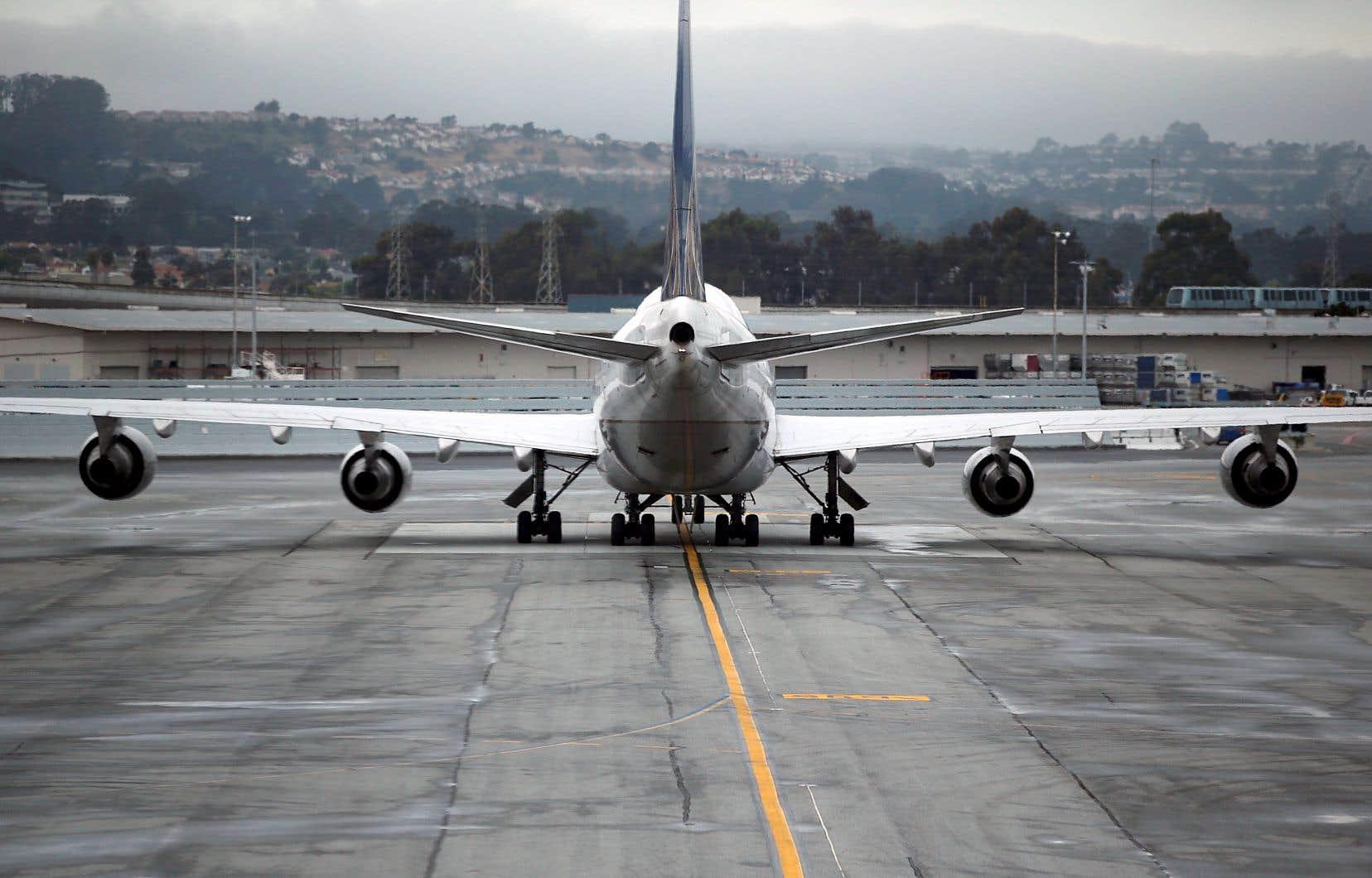 À l'heure actuelle, les compagnies aériennes n'incluent pas systématiquement dans le prix de leurs vols la compensation des émissions de gaz à effet de serre que le trajet engendre.