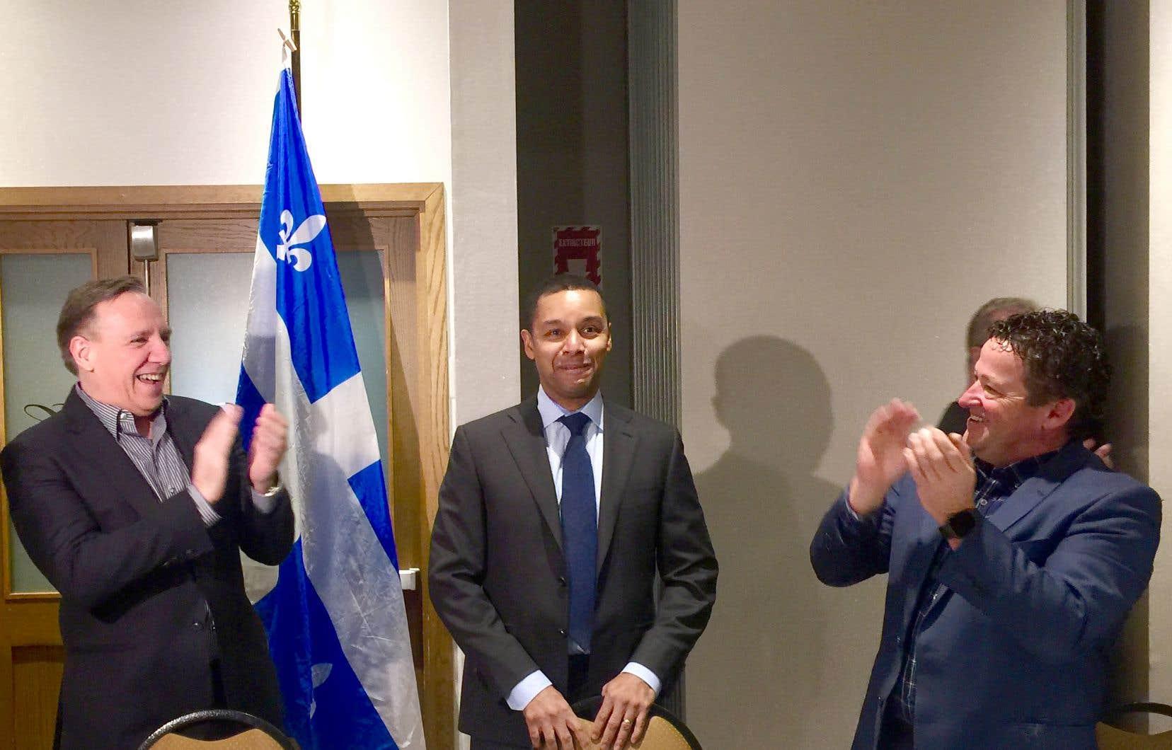 François Legault et ses députés ont réservé un accueil digne d'un candidat vedette à Lionel Carmant, qui n'a toutefois pas encore confirmé qu'il porterait les couleurs de la Coalition avenir Québec lors des prochaines élections générales.