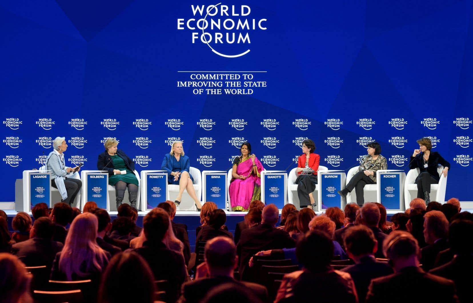 Les sept coprésidentes du Forum économique mondial, mardi, à Davos (à partir de la gauche) : Christine Lagarde, Erna Solberg, Ginni Rometty, Chetna Sinha, Fabiola Gianotti, Sharan Burrow et Isabelle Kocher.