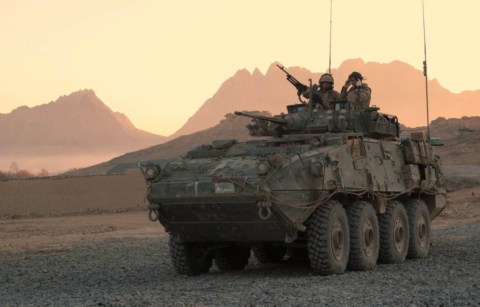 Un véhicule blindé léger canadien sur une base à Panjwaii,en Afghanistan