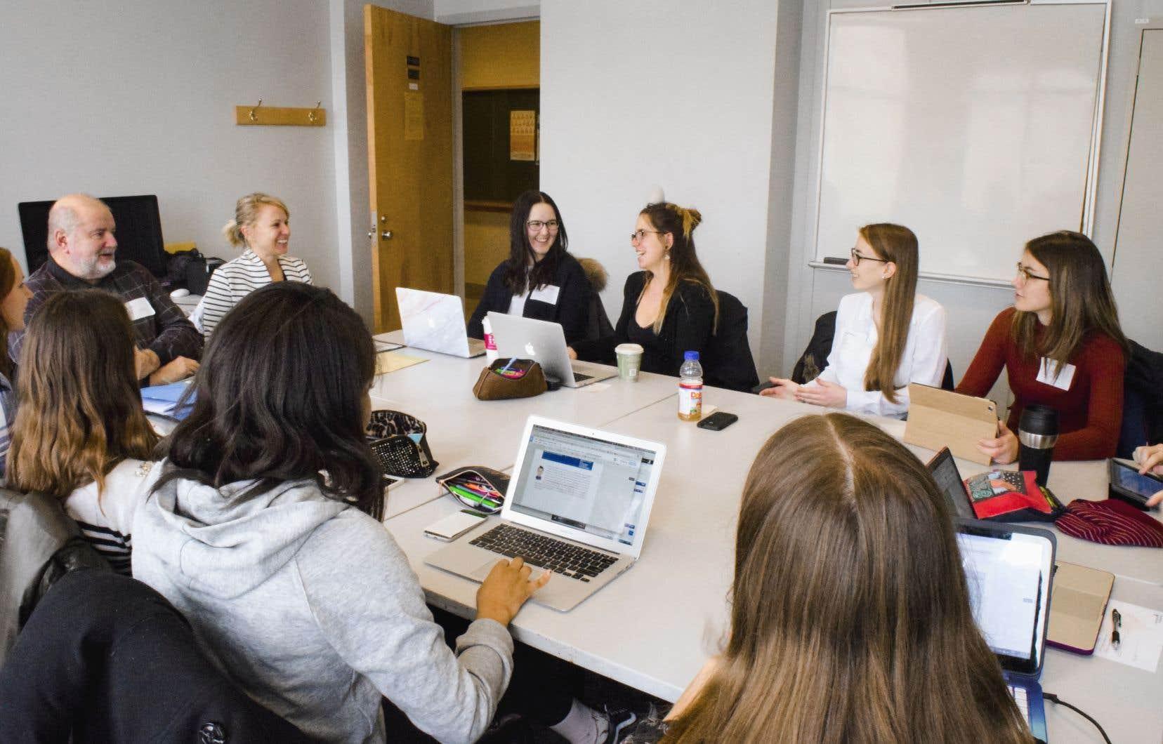 Les cours de la Formation à la collaboration interprofessionnelle en partenariat avec le patient sont développés en trois volets visant chacun des apprentissages spécifiques.