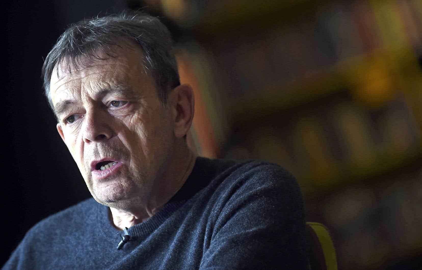 Auteur de romans noirs, historiques et de polars, Pierre Lemaitre semble cette fois recourir à tous les genres qu'il pratique.