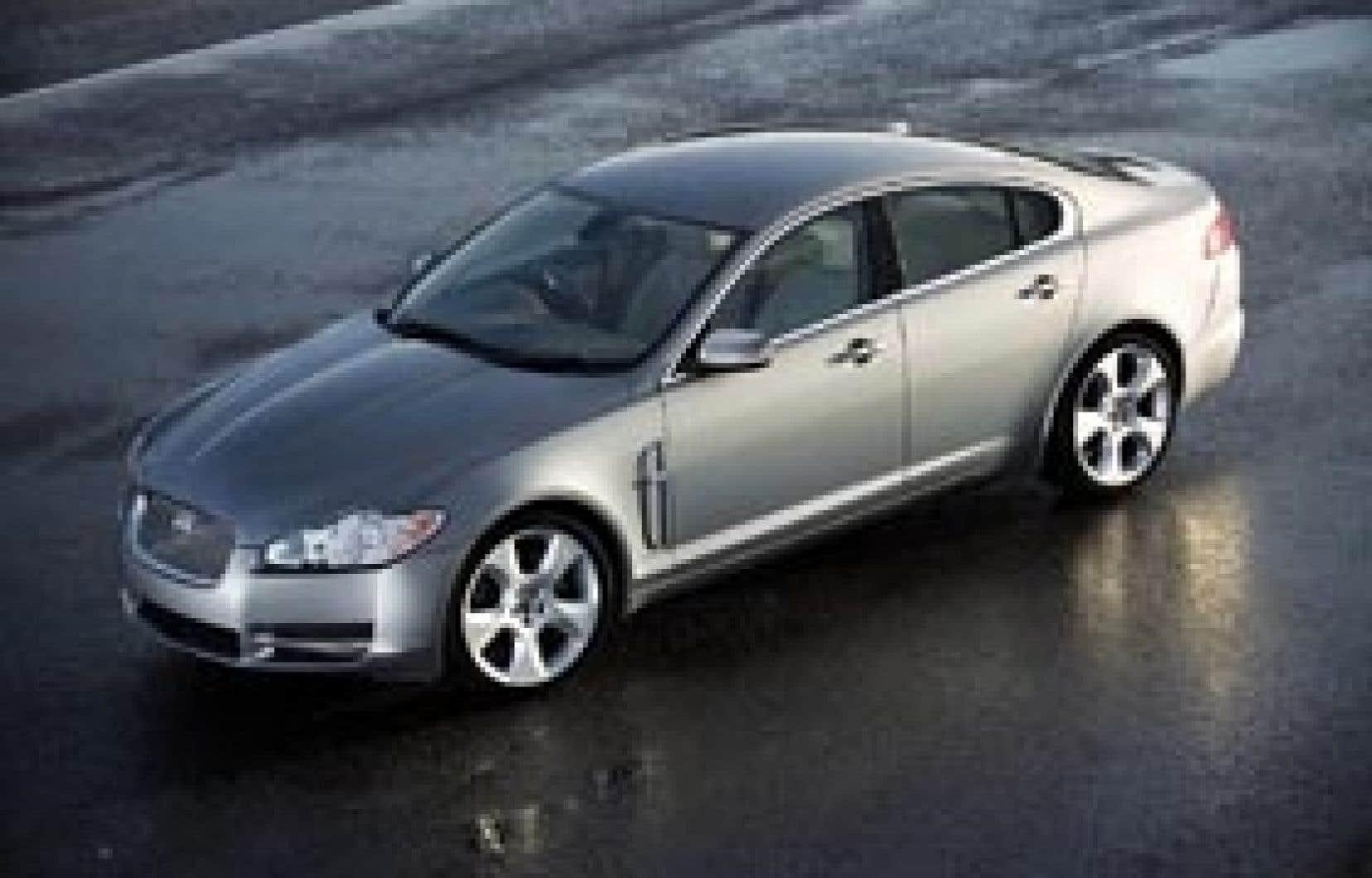 La carrosserie de la nouvelle Jaguar XF marque une rupture de style non seulement avec sa devancière, la S-Type, mais avec le style Jaguar tel qu'on le connaît depuis des décennies.
