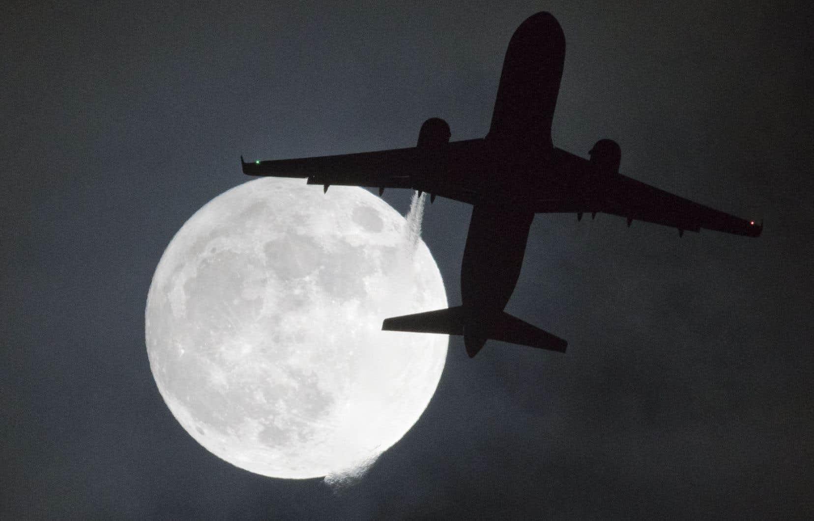 Les phénomènes de la super lune et des éclipses lunaires sont fréquents, mais ils coïncident rarement avec une «lune bleue».