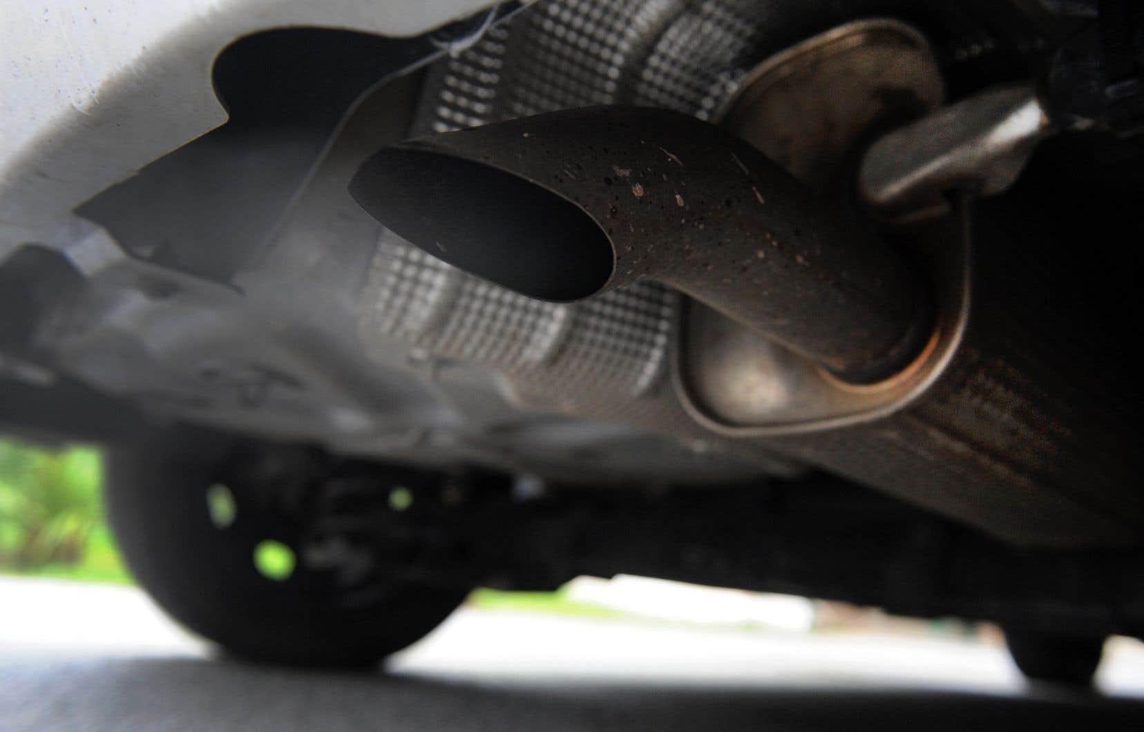 Le scandale des moteurs diesel revient hanter les constructeurs allemands après des révélations sur des tests visant des singes et des humains.