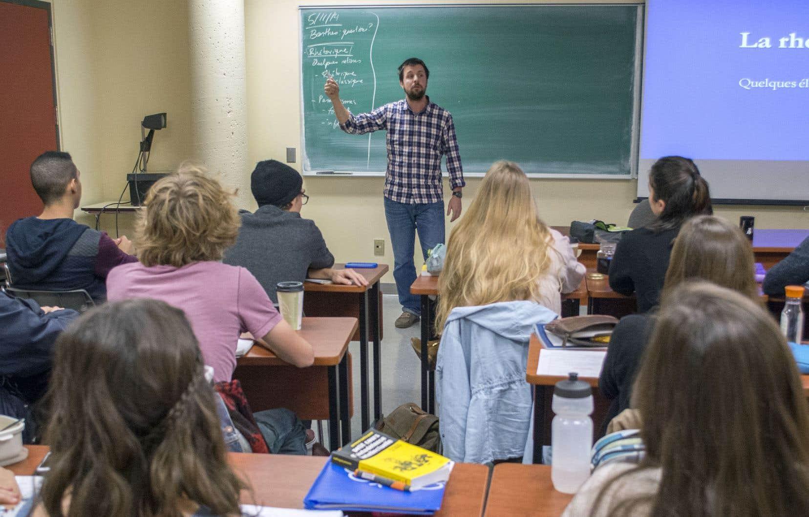 Deux millions de diplômés sont sortis des cégeps depuis leur création en 1967, et le Québec s'est hissé au premier rang au Canada en matière d'obtention d'un diplôme postsecondaire, souligne l'auteur.