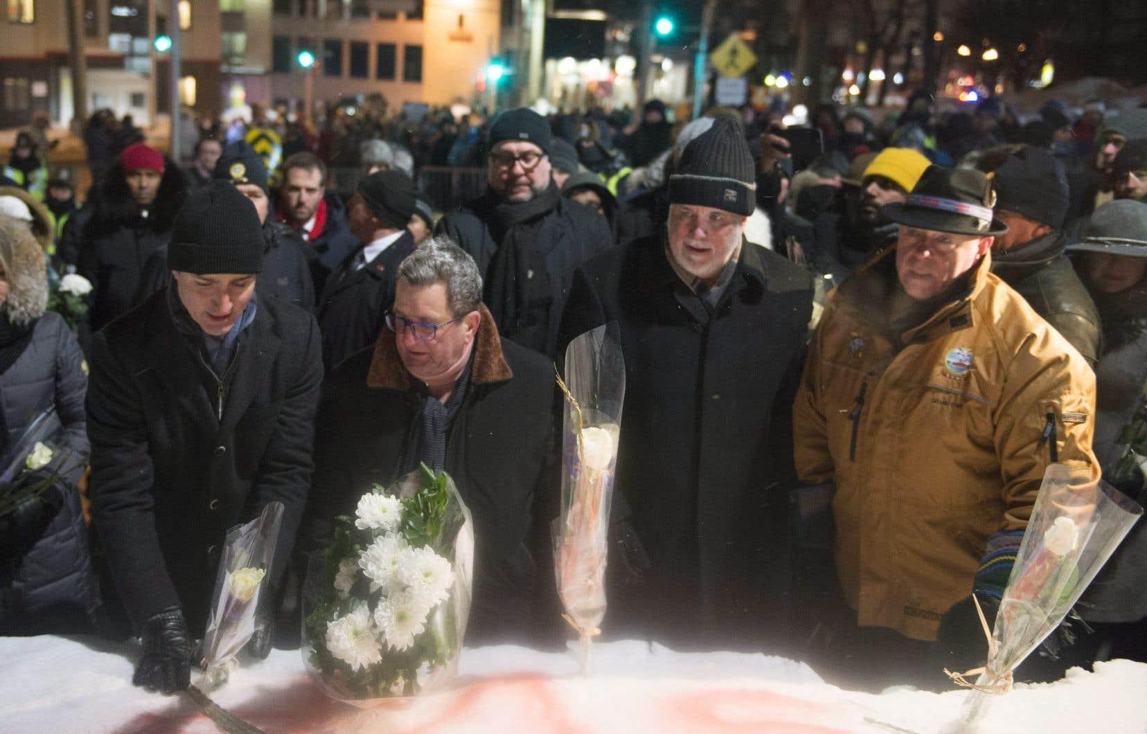 Le premier ministre canadien, Justin Trudeau, le maire de Québec,Régis Labeaume, le premier ministre du Québec, Philippe Couillard etle grand chef de Wendake, Konrad Sioui