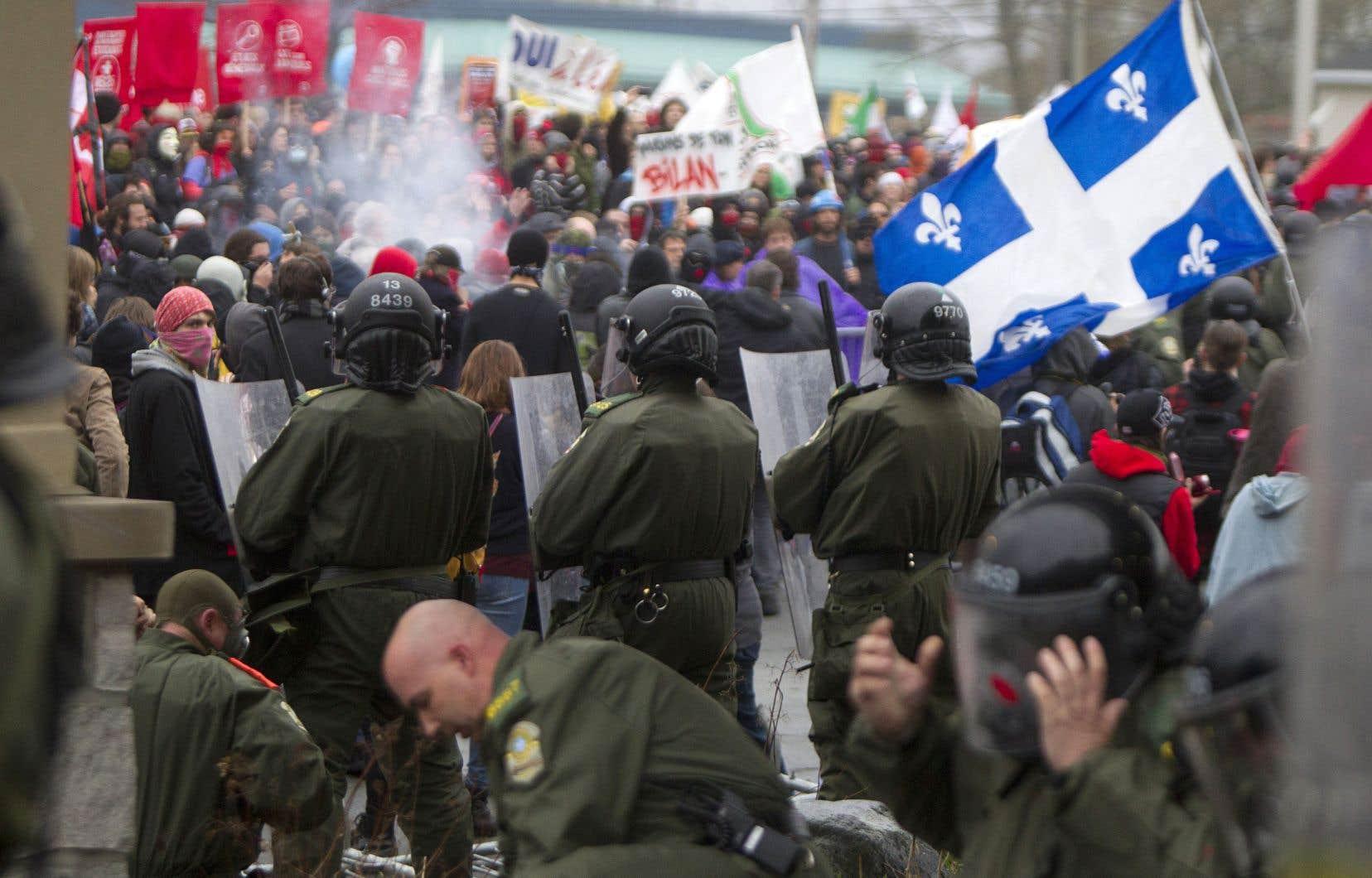 Des manifestants s'étaient rendus à Victoriaville entre le 4 et le 6 mai 2012 pour protester contre la hausse des frais de scolarité décrétée par Québec.
